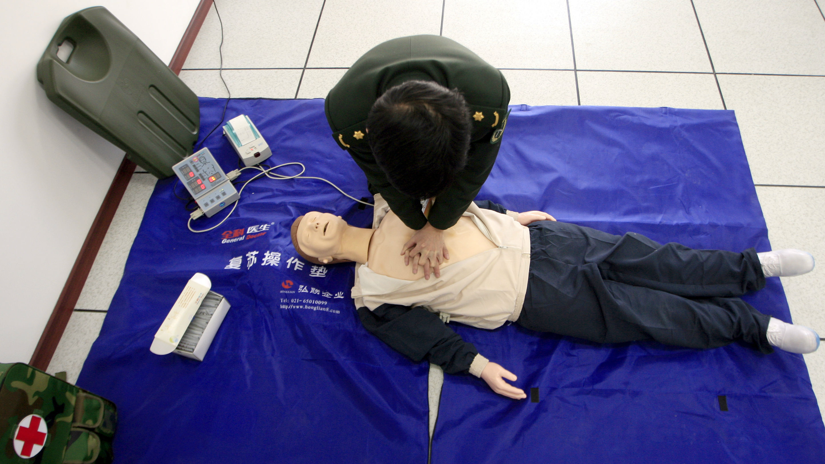 A People's Liberation Army (PLA) soldier practices his resuscitation techniques during a briefing at a new training centre for the army's peacekeeping troops in the town of Huairou, located on the outskirts of Beijing November 19, 2009. A lack of proficiency in English has been one of the main factors hindering Chinese peacekeeping forces in their missions overseas, officials said on Thursday.