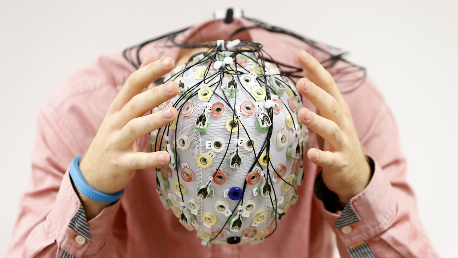 Test person Niklas Thiel poses with an electroencephalography (EEG) cap which measures brain activity, at the Technische Universitaet Muenchen (TUM) in Garching near Munich September 9, 2014. The researchers from TUM and the Technische Universitaet Berlin (team Phypa) try to find ways to control an airplane with computer translated brain impulses without the pilot touching the plane's controls. The solution, if achieved, would contribute to greater flight safety and reduce pilots' workload. Picture taken September 9, 2014.    REUTERS/Michaela Rehle (GERMANY - Tags: SCIENCE TECHNOLOGY SOCIETY TPX IMAGES OF THE DAY)