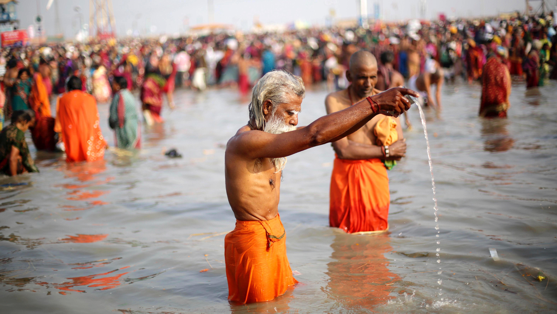 epa05716321 An Indian devotee prays on the Bay of Bengal at Sagar Island, during the Ganga Sagar annual festival, 130 km south of Calcutta, eastern India, 14 January 2017. The Gangasagar Festival is an annual gathering of Hindu pilgrims during Makar Sankranti at Sagar Island, 130 km south of Calcutta in West Bengal, to take a dip in sacred waters of Ganga River before it merges in the Bay of Bengal.  EPA/PIYAL ADHIKARY
