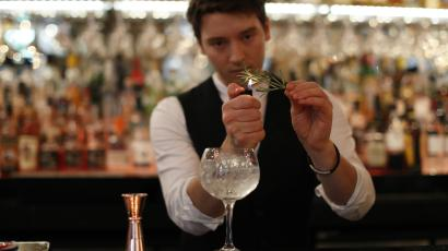 Bartender makes a gin cocktail