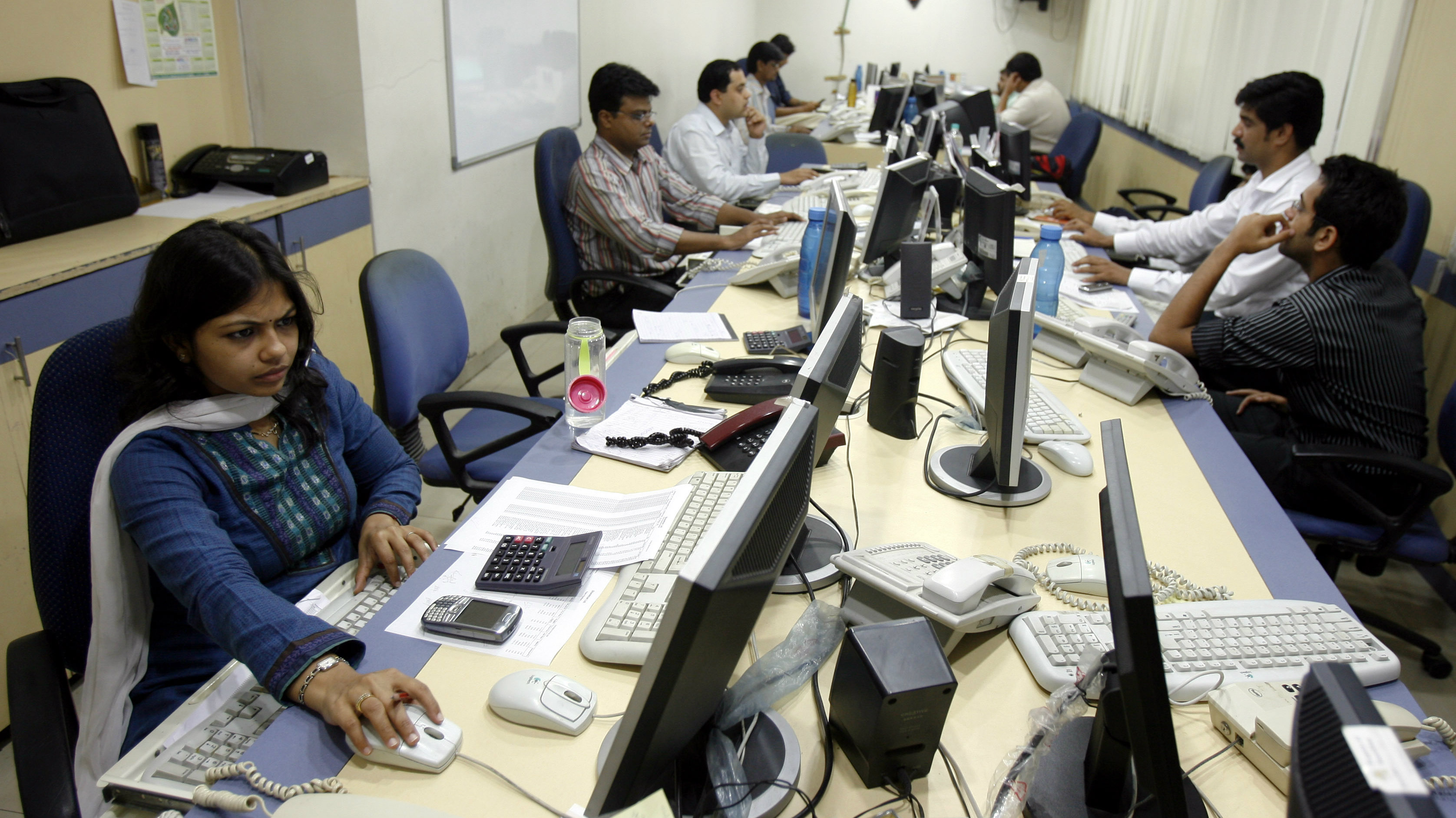 Brokers trade on their computer terminals at a stock brokerage firm in Mumbai May 4, 2009. Indian shares rose more than 6 percent on Monday afternoon, taking gains to over 50 percent from a 2009 low in early March, as strong risk appetite on a brighter outlook for the global economy lifted markets across Asia.