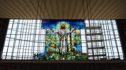 1656e62edfc Artists are using a revolutionary process to construct the world s largest stained  glass window
