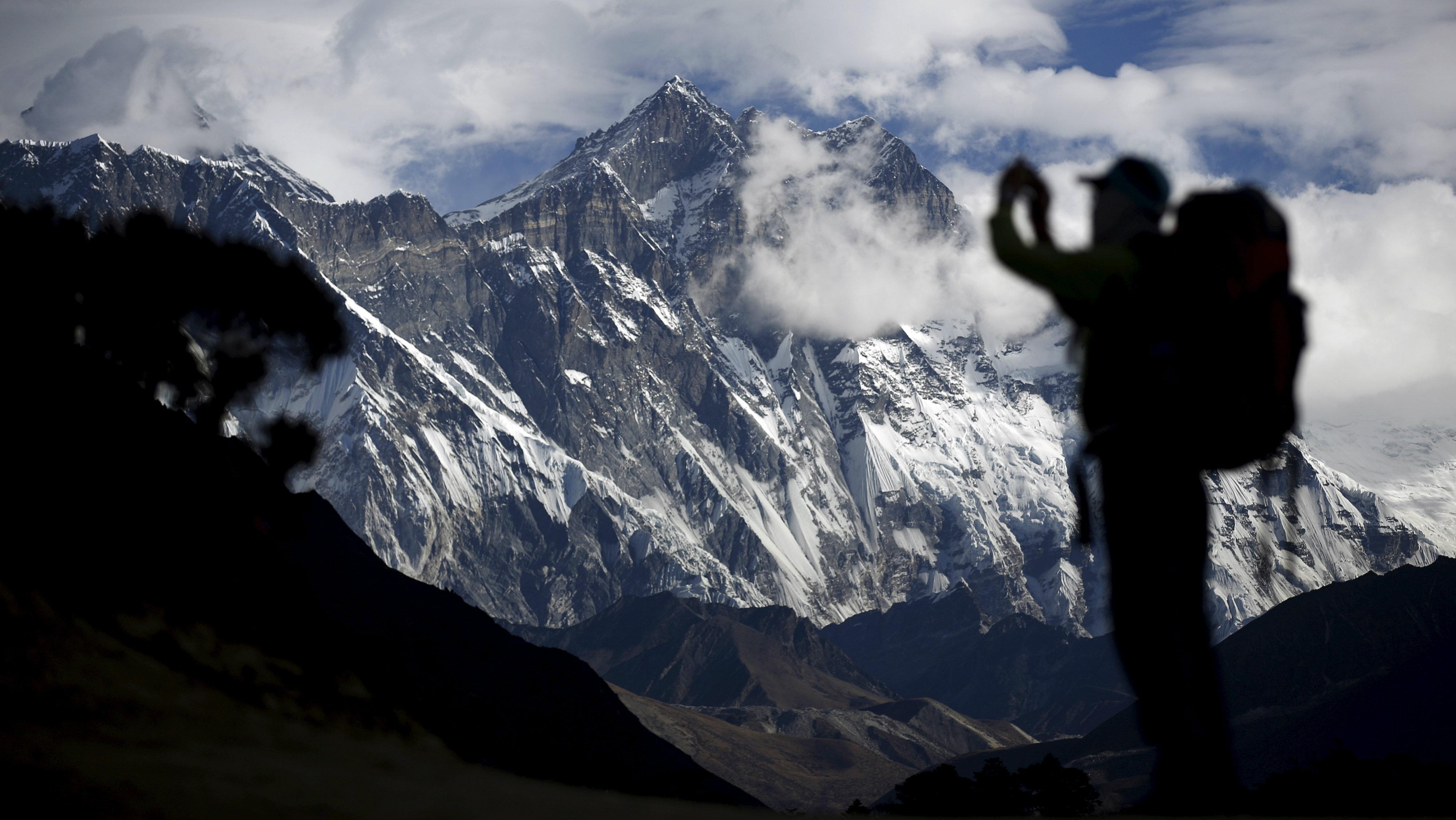 Mount-everest-trekking-mountain-fitness-health-lifestyle