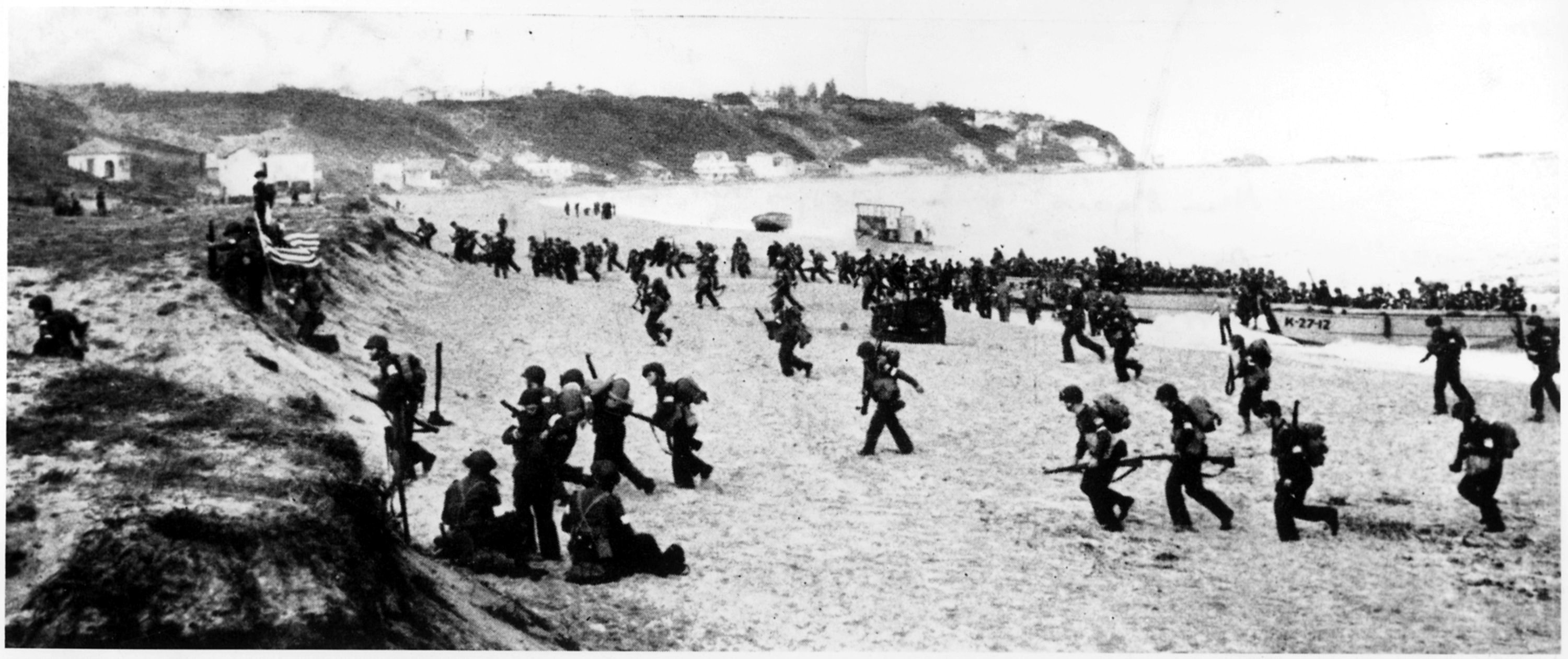 (Real) US Soldiers storm the (real) beaches of France in (the real) Operation Torch.
