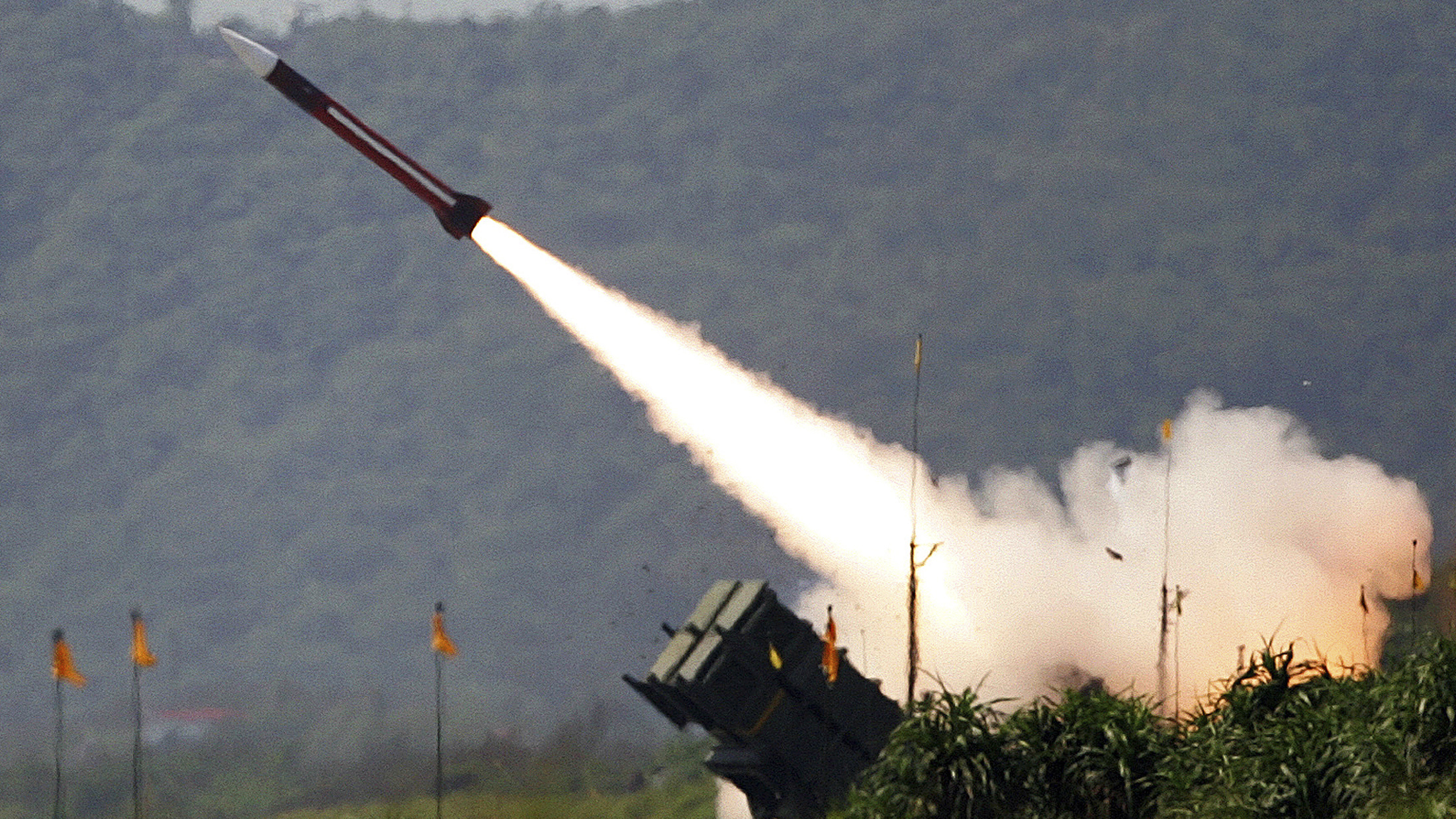 A U.S.-made Patriot missile is launched during the annual Han Kuang military exercise in Ilan county, 80km (49 miles) west of Taipei July 20, 2006. The Obama administration notified Congress on January 29, 2010 of its first proposed arms sales to Taiwan, a potential $6.4 billion package bound to add to rising U.S.-China strains over trade and cyber security. China warned on January 30, 2010 that Washington's announcement of arms sales to Taiwan would badly hurt ties between the two global powers, widening rifts in their far-reaching relationship.  REUTERS/Richard Chung (TAIWAN - Tags: MILITARY POLITICS) - RTR29MSR