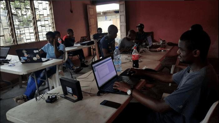 "Internet ""refugee camp"" in Bonako, Cameroon"
