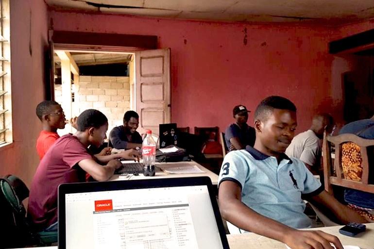 Internet_refugee_camp_Cameroon