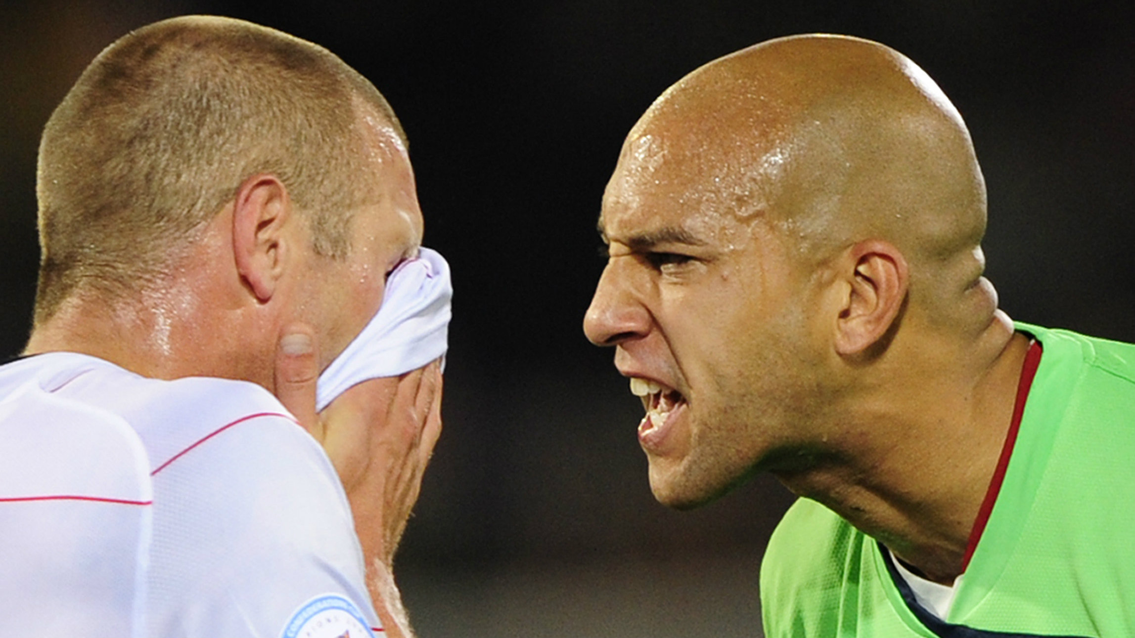 Goalkeeper Tim Howard (R) of the U.S shouts at team mate Jay DeMerit after Italy's Giuseppe Rossi scored his team's third goal during their Confederations Cup soccer match at the Loftus Versfeld stadium in Pretoria June 15, 2009.