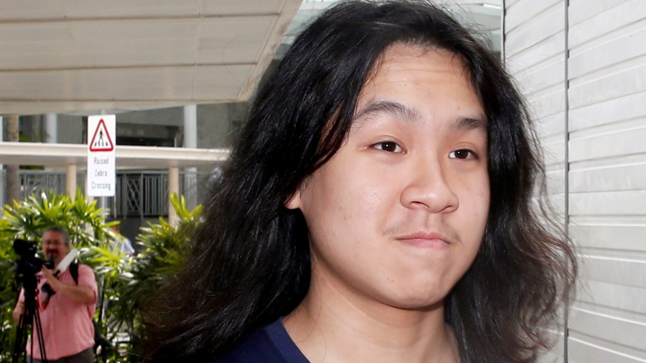 FILE PHOTO: Teen blogger Amos Yee arrives at the State Courts in Singapore September 28, 2016. REUTERS/Edgar Su/File Photo - RTS11VQU