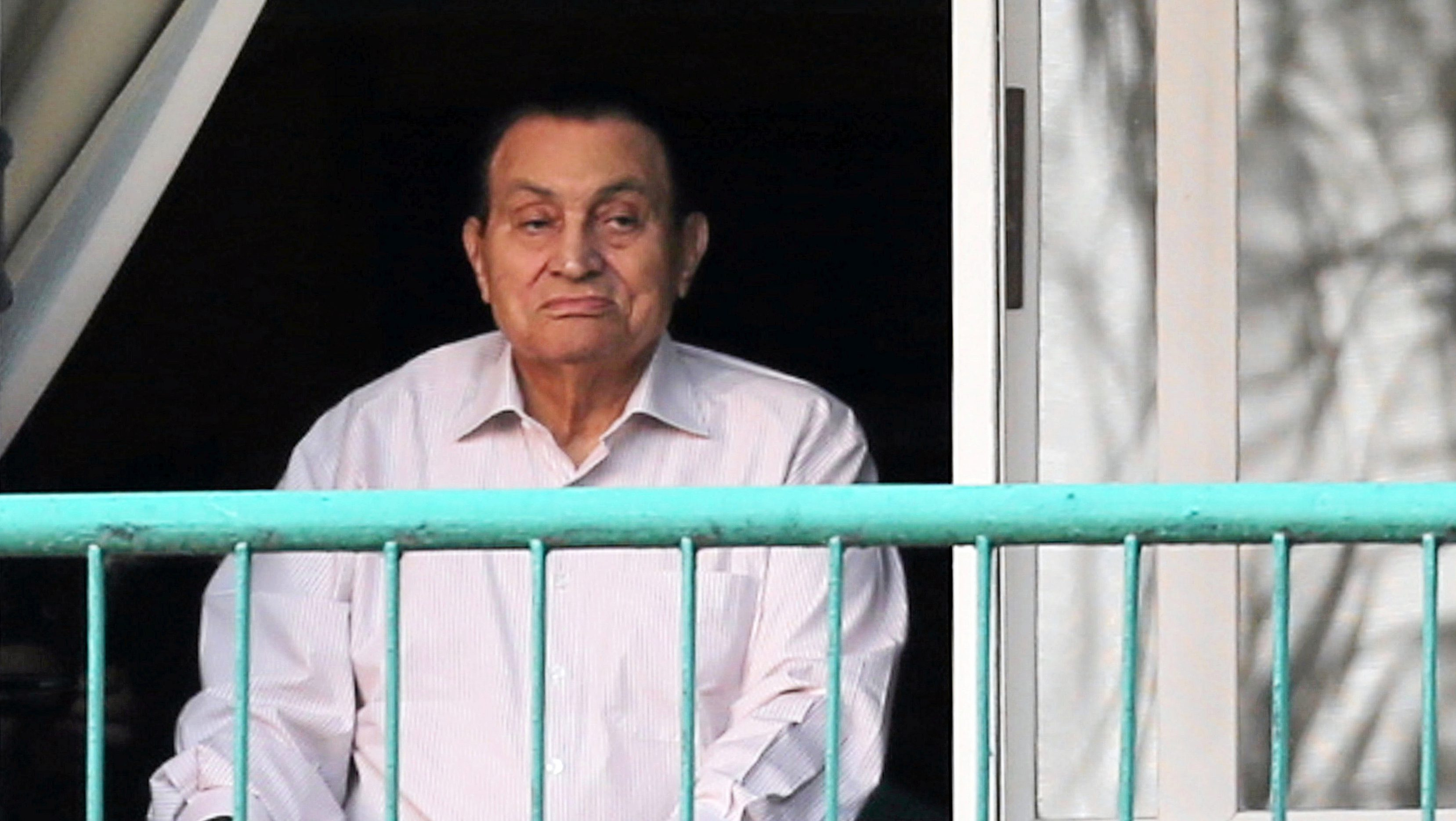 Ousted Egyptian president Hosni Mubarak looks towards his supporters outside the area where he is hospitalized during the celebrations of the 43rd anniversary of the 1973 Arab-Israeli war, at Maadi military hospital on the outskirts of Cairo, Egypt October 6, 2016.