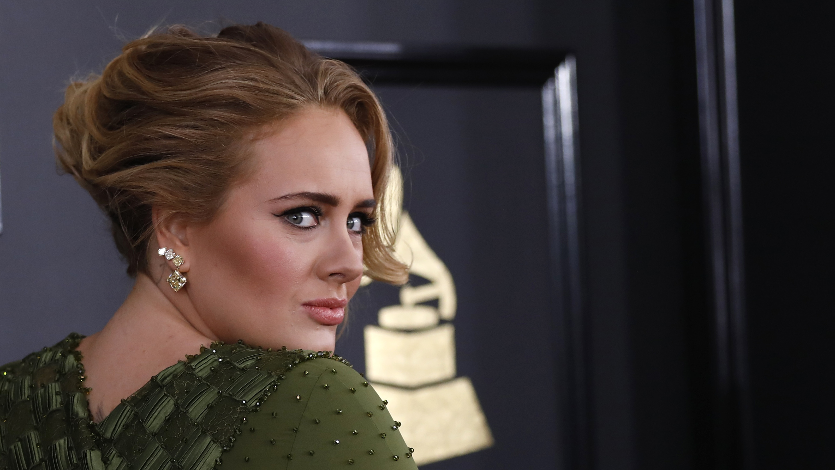 Singer Adele arrives at the 59th Annual Grammy Awards in Los Angeles, California, U.S. , February 12, 2017. REUTERS/Mario Anzuoni - RTSYC60