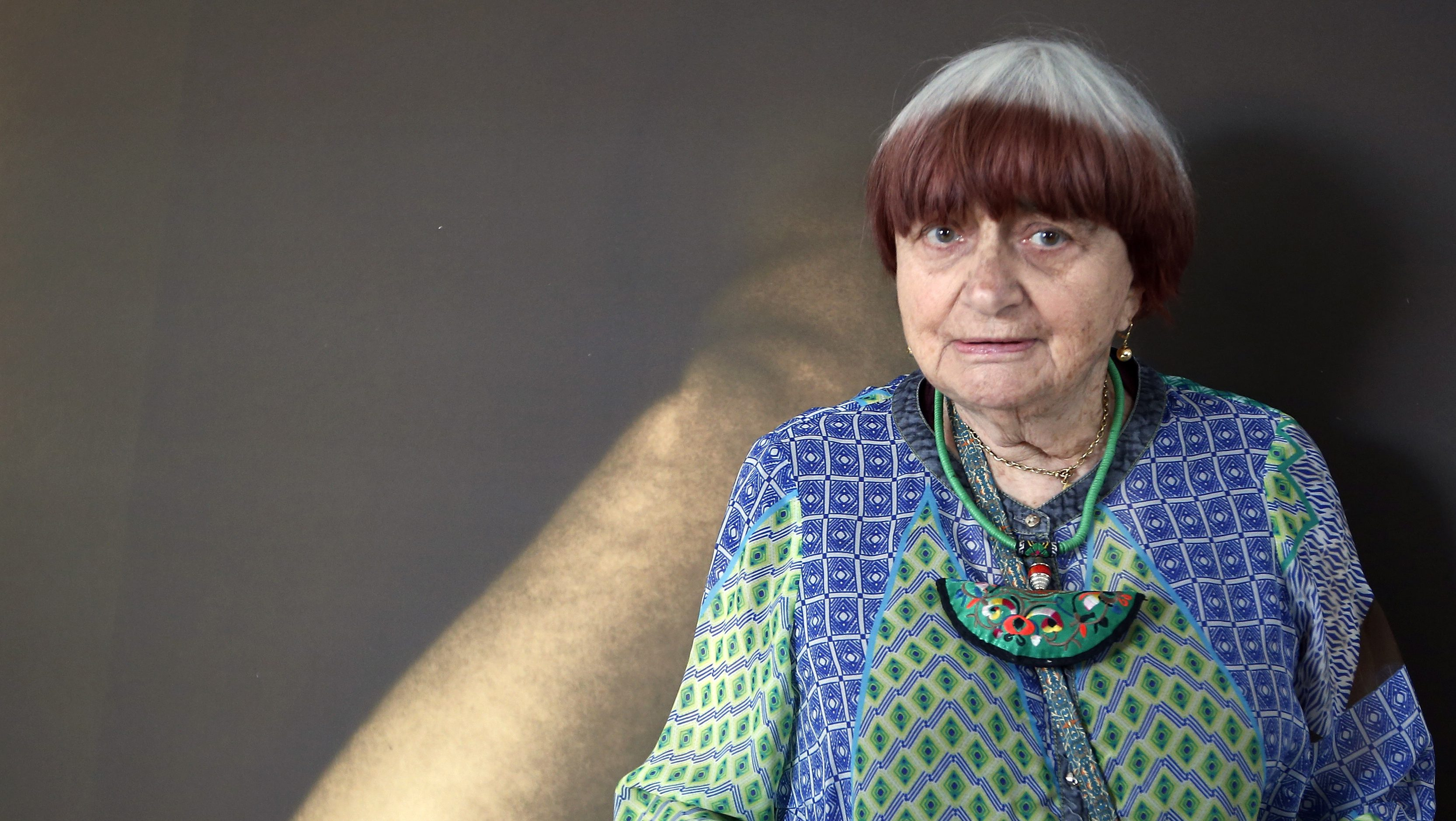 """Film director Agnes Varda poses ahead of a debate """"Kering Women in Motion"""" at the 68th Cannes Film Festival in Cannes, southern France, May 23, 2015. Filmmaker Agnes Varda will receive an honorary Palme d'Or at the Cannes Festival's closing ceremony on May 24.         REUTERS/Eric Gaillard  - RTX1E7HZ"""