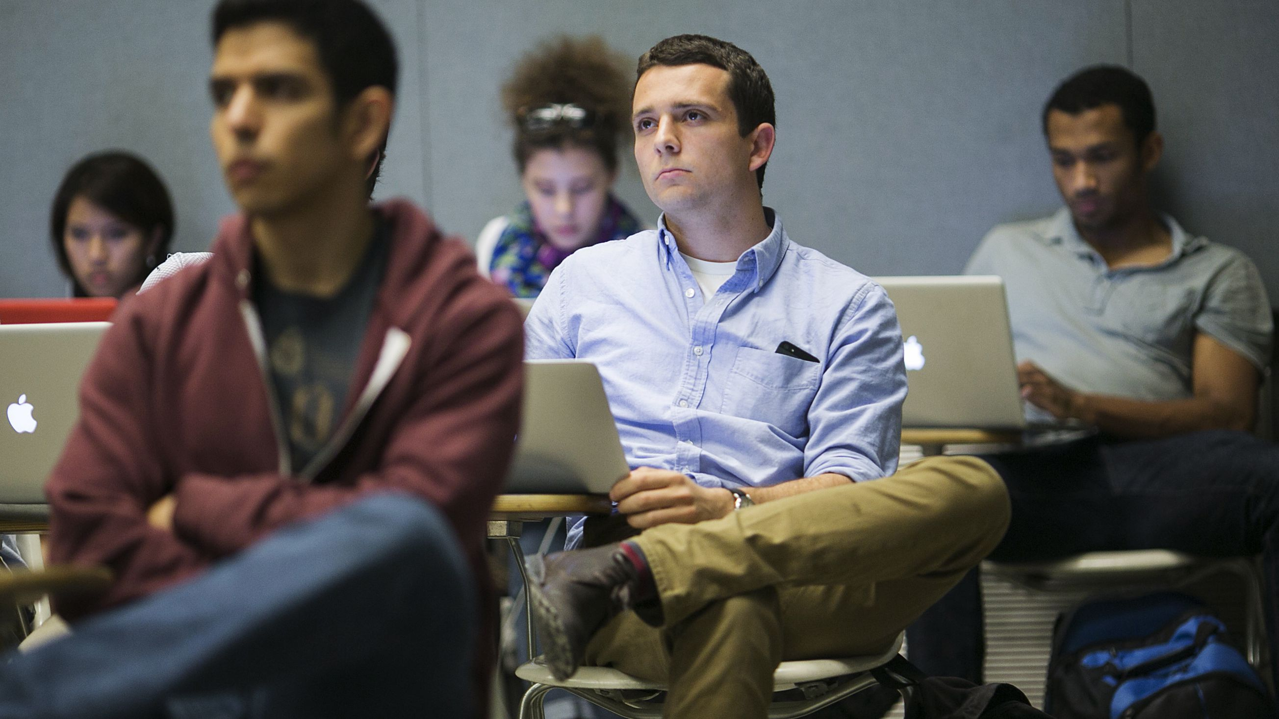 Stanford University students listen while classmates make a presentation to a group of visiting venture capitalists during their Technology Entrepreneurship class in Stanford, California March 11, 2014. Picture taken March 11, 2014. To match Special Report USA-STARTUPS/STANFORD REUTERS/Stephen Lam (UNITED STATES - Tags: EDUCATION BUSINESS SCIENCE TECHNOLOGY)