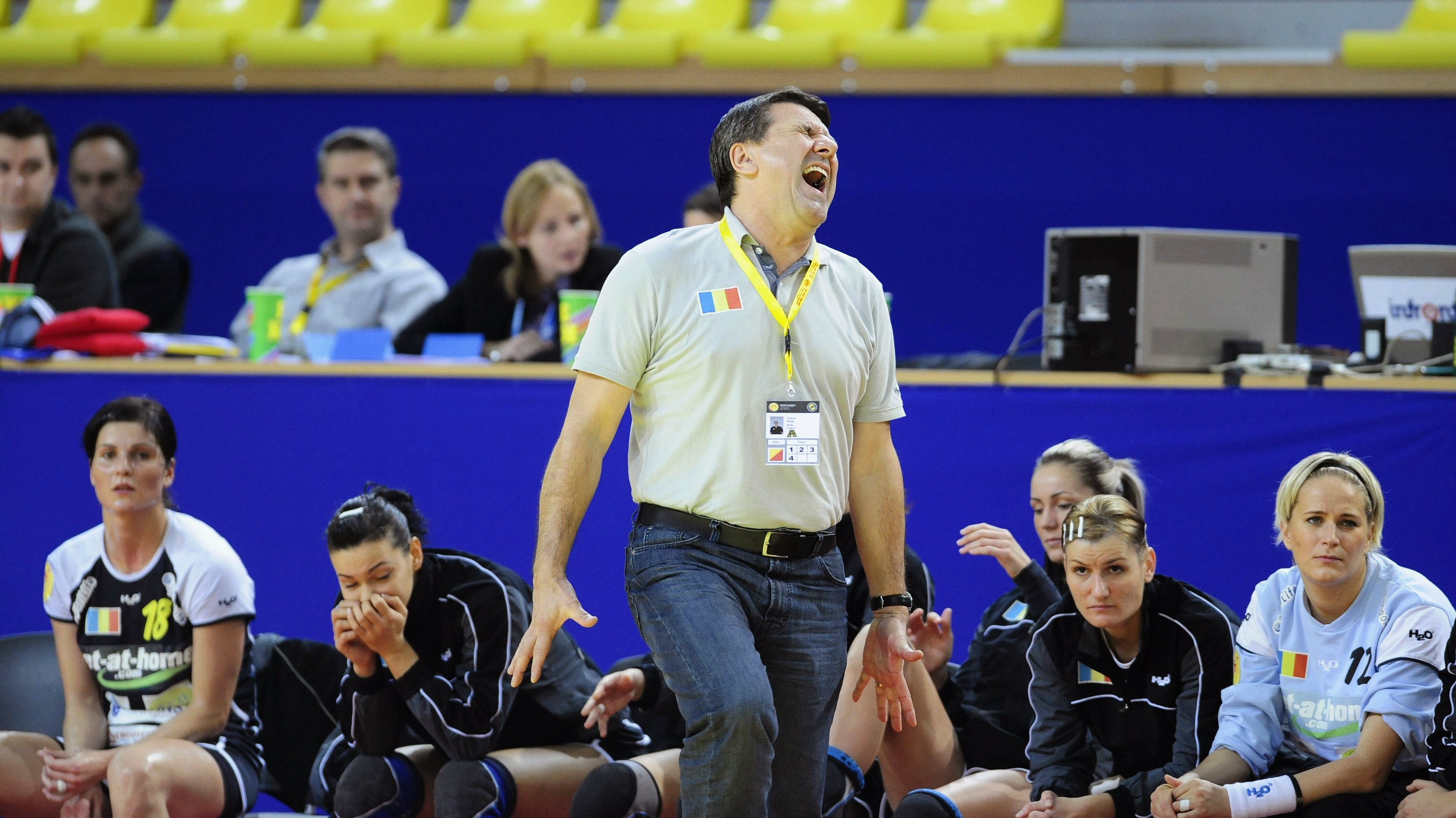 Romania's head coach Radu Voina (C) reacts during his team Euro 2008 women's preliminary round group A handball match against France in Skopje December 5, 2008. REUTERS/Ognen Teofilovski (MACEDONIA)
