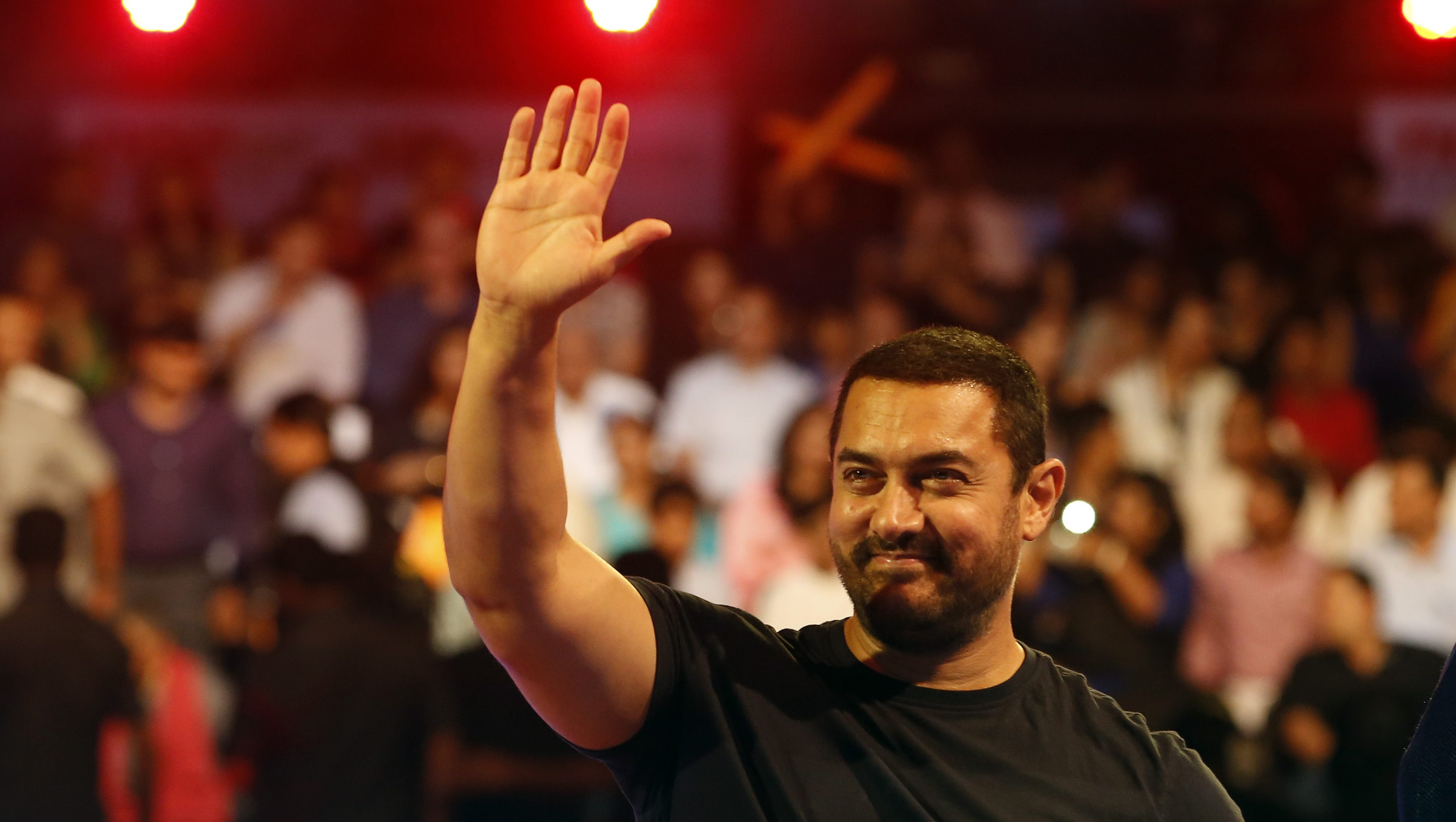 Bollywood actor Aamir Khan waves to the crowd as he attends the inaugural session of Pro-Kabaddi League 2015 in Mumbai, India, Saturday, July 18, 2015. (AP Photo/Rajanish Kakade)