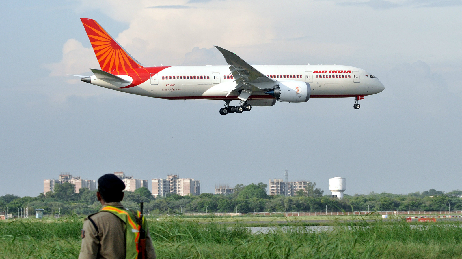 Air India's first Boeing 787 Dreamliner aircraft approaches for a landing at Indira Gandhi International Airport in New Delhi, India, 08 September 2012. The aircraft is the first of the 27, 256-seater aircraft ordered by the state-run airline.