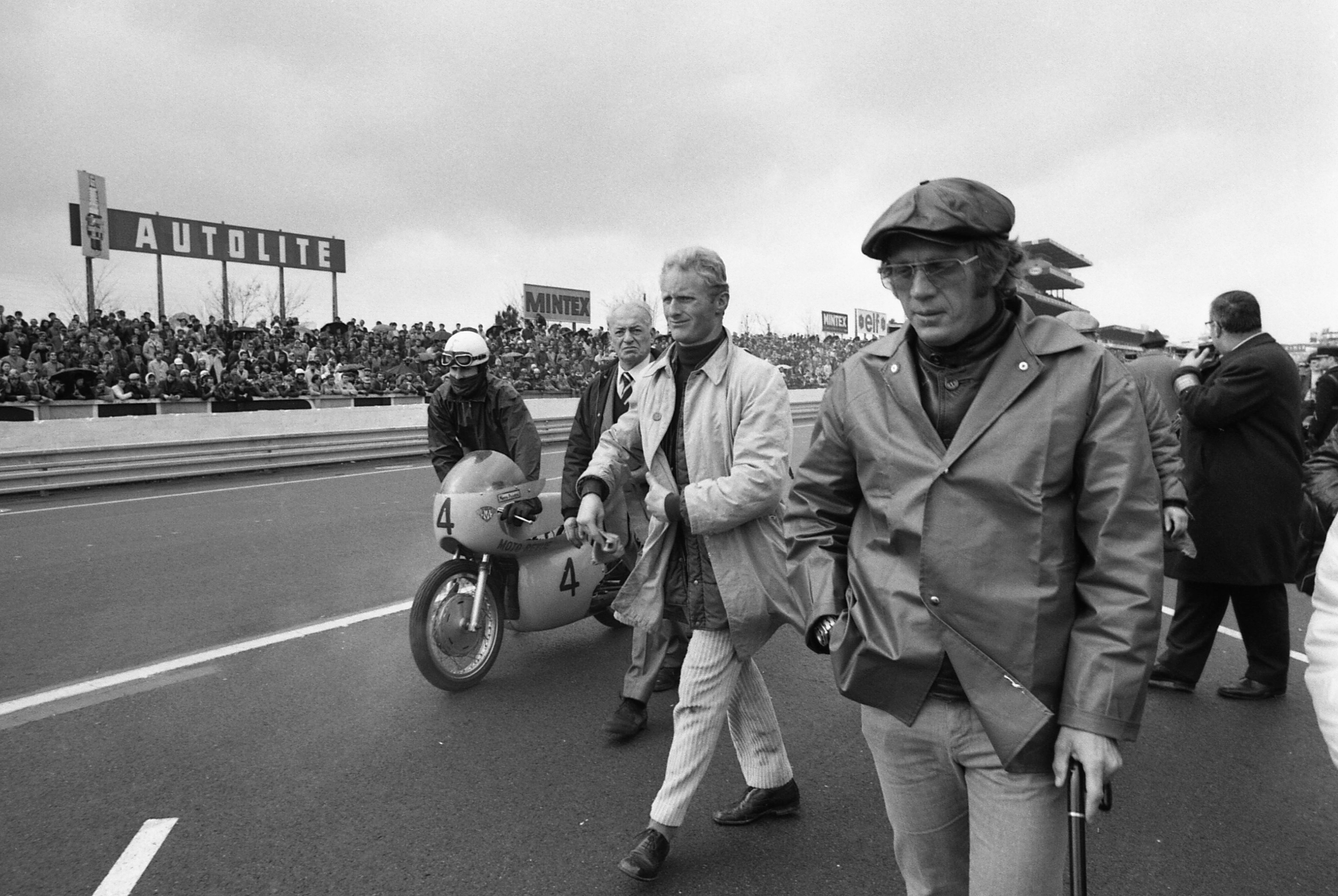 Steve McQueen at Le Mans in 1970 with Porsche 910