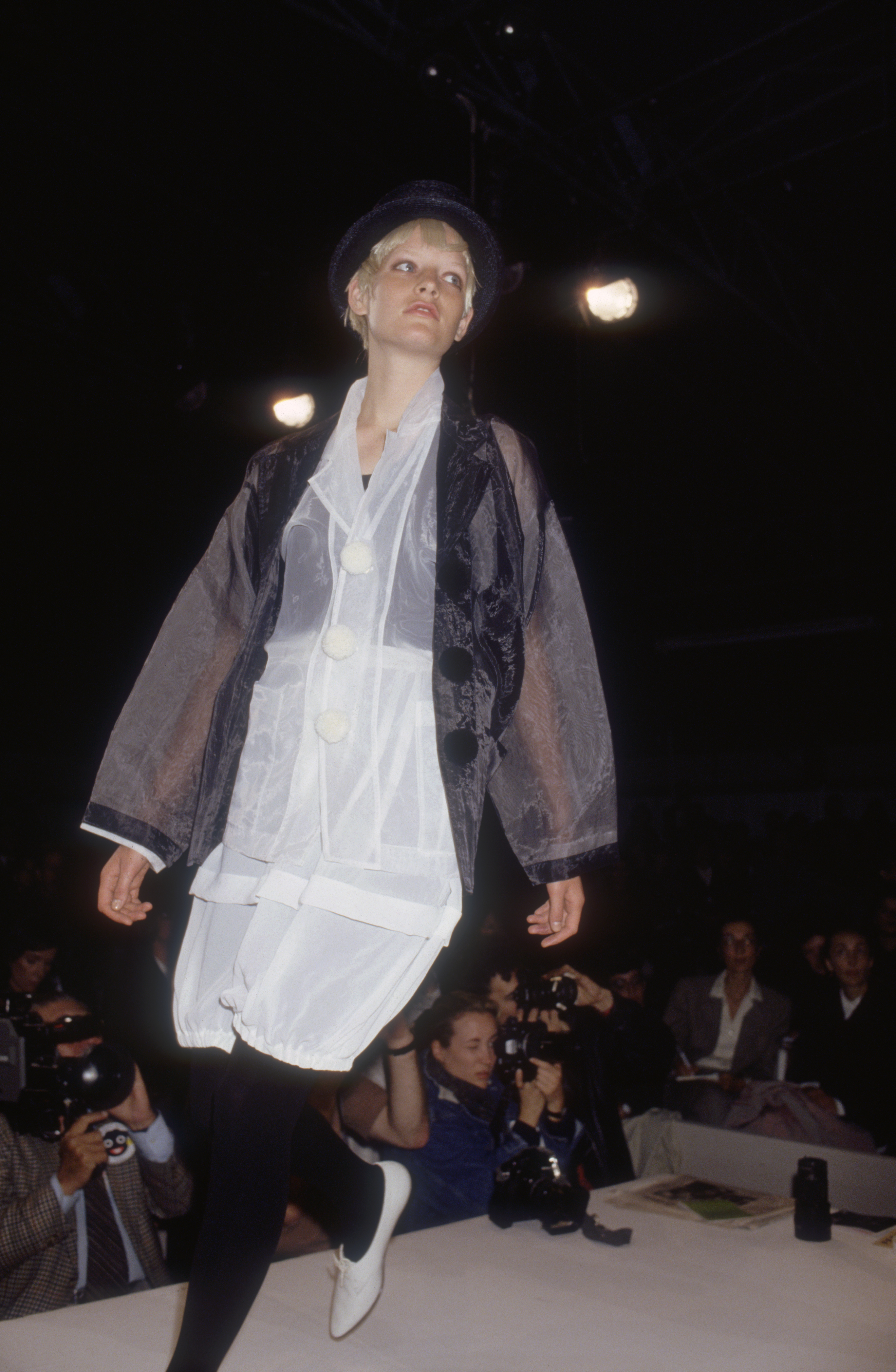 A fashion model wearing a ready-to-wear outfit and brimmed hat by Japanese fashion designer Rei Kawakubo for French fashion house Comme des Garcons. She is modeling the outfit during the Spring-Summer 1989 fashion show in Paris. (Photo by Pierre Vauthey/Sygma/Sygma via Getty Images)