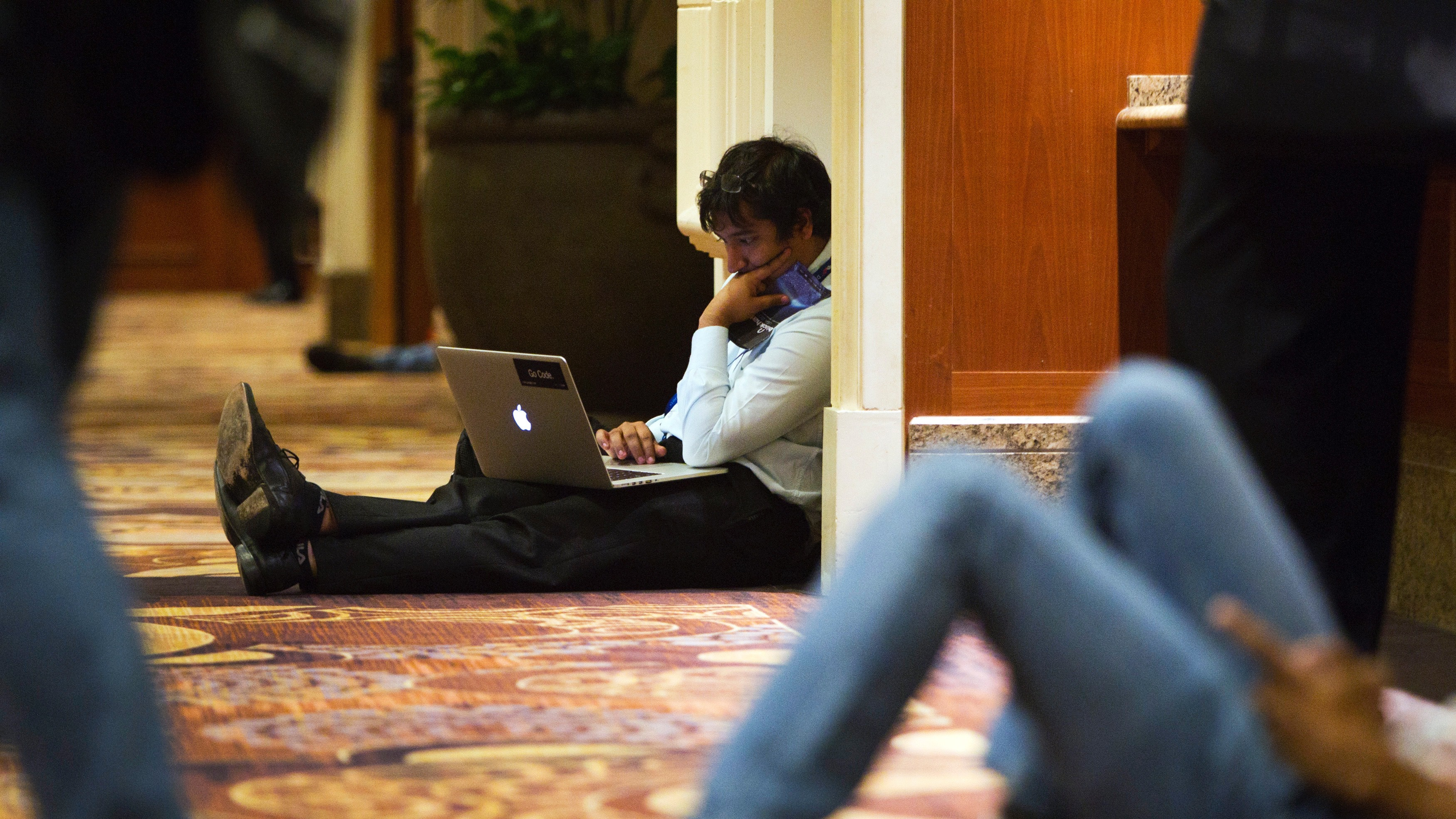 Utkarsh Sanghi, a security engineer at Google, works in a hallway during the Black Hat USA 2014 hacker conference at the Mandalay Bay Convention Center in Las Vegas, Nevada August 6, 2014. REUTERS/Steve Marcus (UNITED STATES - Tags: SCIENCE TECHNOLOGY POLITICS BUSINESS) - RTR41HX3