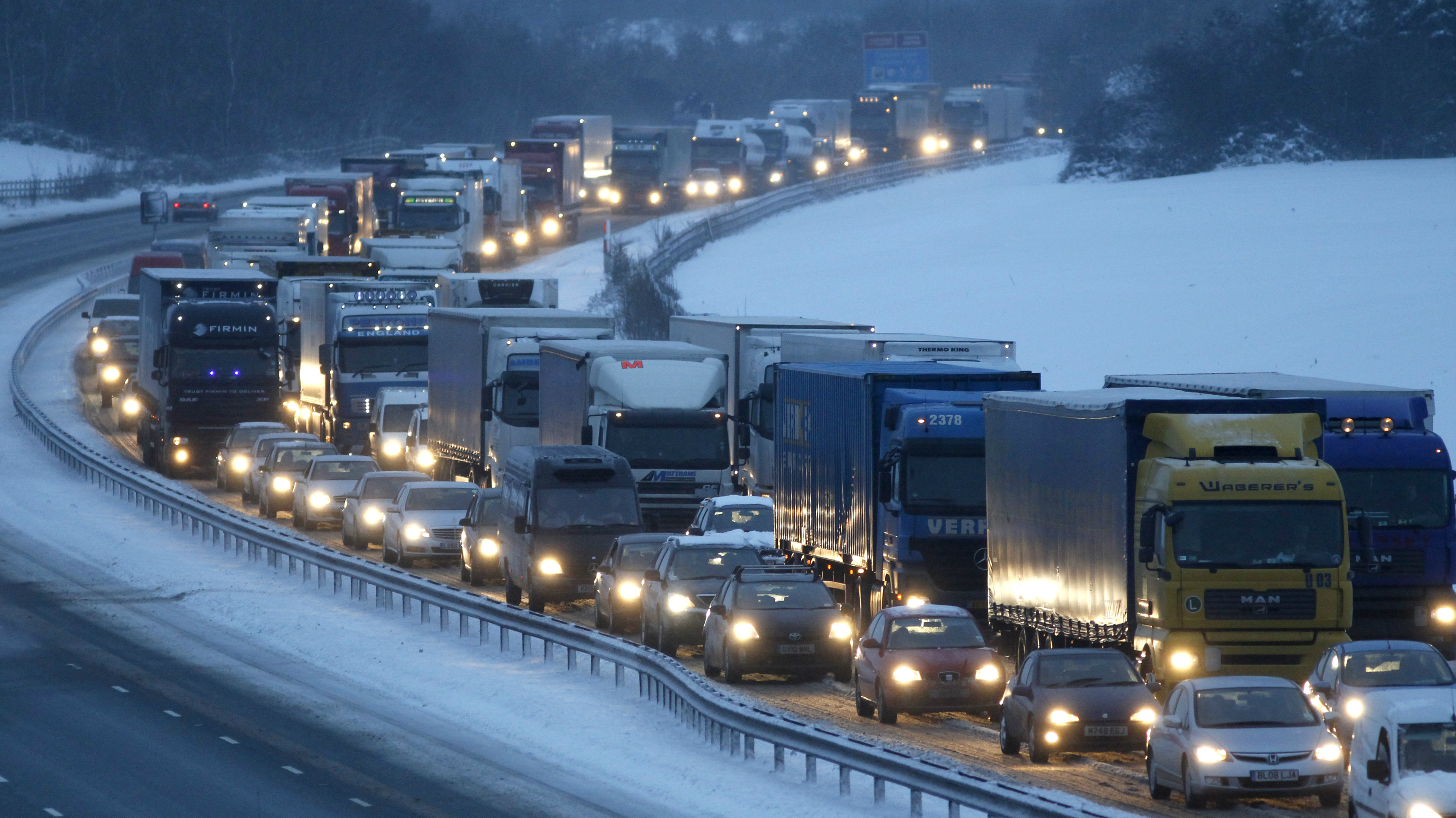 DATE IMPORTED:December 01, 2010Traffic queues around the M25 in Kent as snow causes travel chaos in southern England December 1, 2010. Heavy snow grounded all flights at Gatwick airport on Wednesday, while the worst early winter weather in almost two decades also caused severe delays on roads and rail lines up and down Britain. REUTERS/Luke MacGregor (BRITAIN - Tags: ENVIRONMENT TRANSPORT)