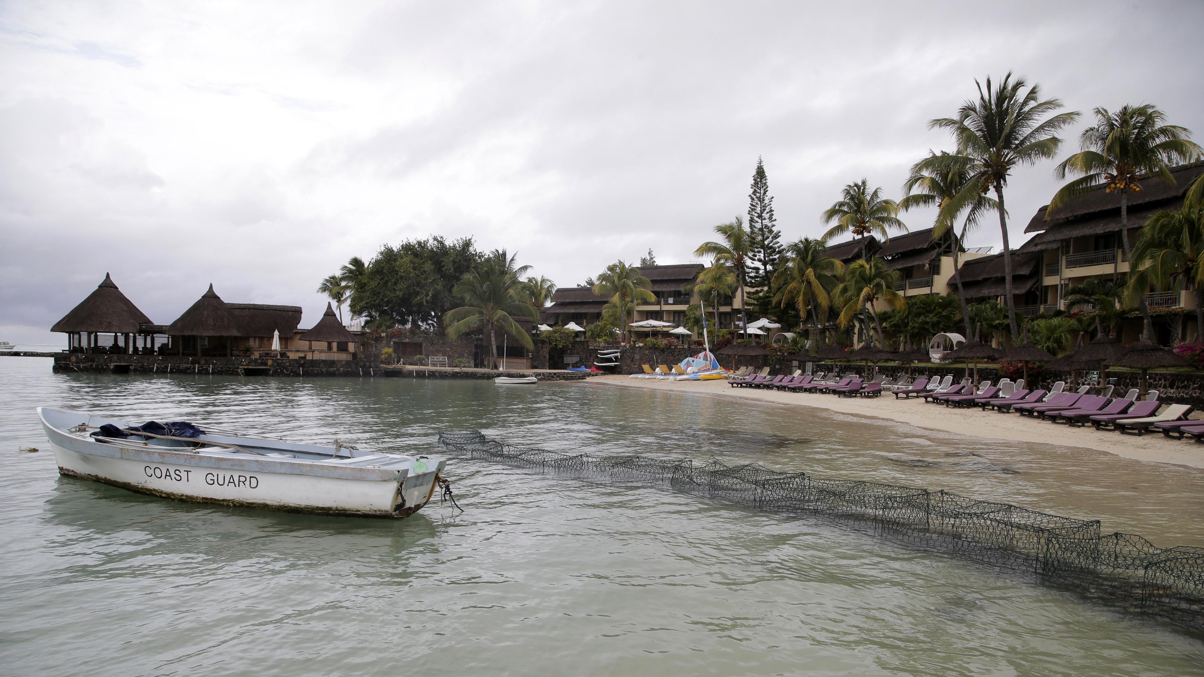 View of the Grand Gaube beach near Cap Malheureux on the Indian Ocean island Mauritius, August 5, 2015. REUTERS/Jacky Naegelen - RTX1NC6N