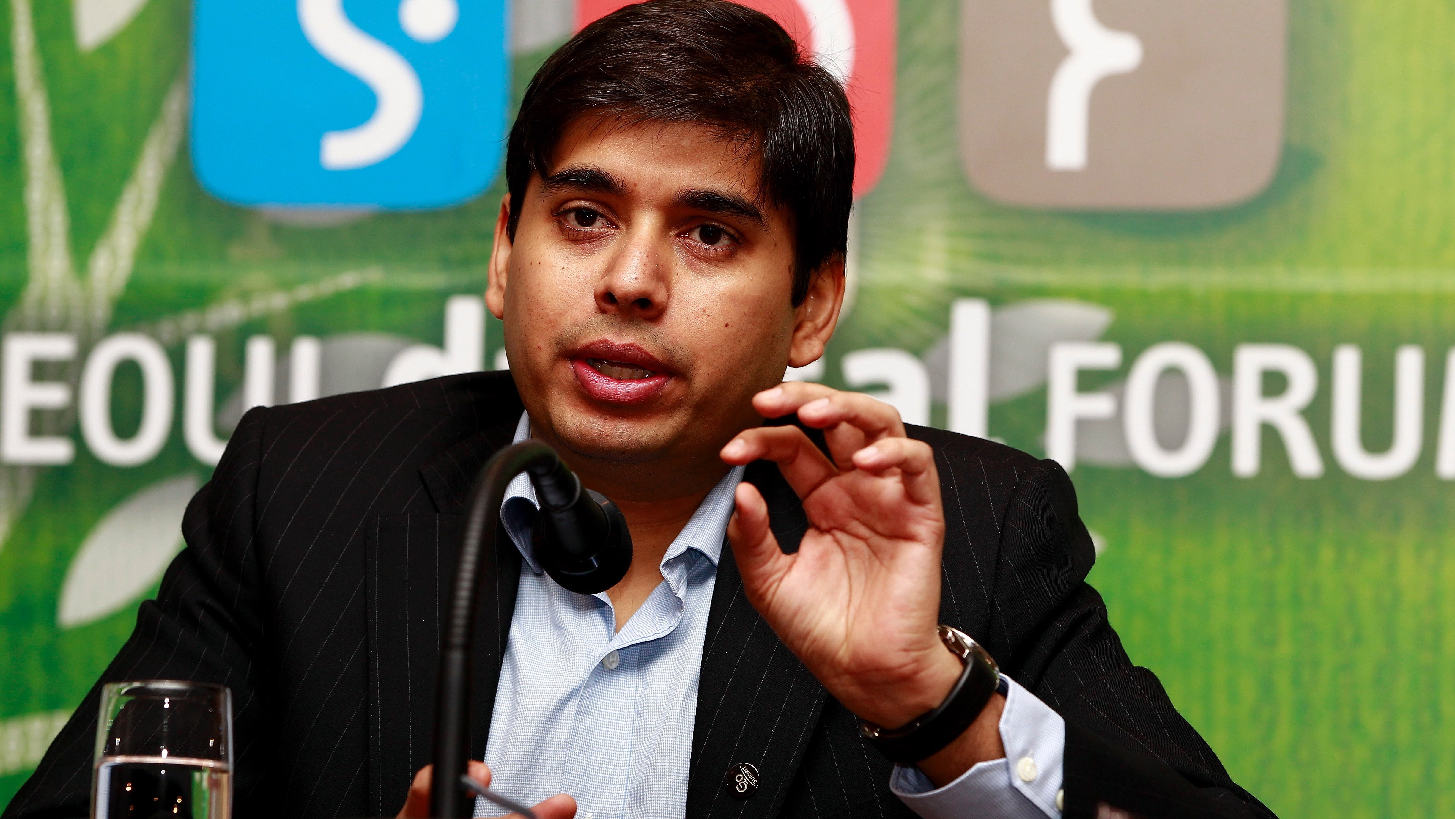 epa03230954 Naveen Tewari, Founder & CEO of InMobi, speaks during the presentation 'Bring Companies & Consumers Together Through the Mobile Ecosystem' at the Seoul Digital Forum on Sheraton Grande Walkerhill Hotel in Seoul, South Korea, 23 May 2012. The Seoul Digital Forum under the theme 'Coexistence-Technology, Humanity and Great Hope for the Future' is held from 22 until 24 May.  EPA/JEON HEON-KYUN
