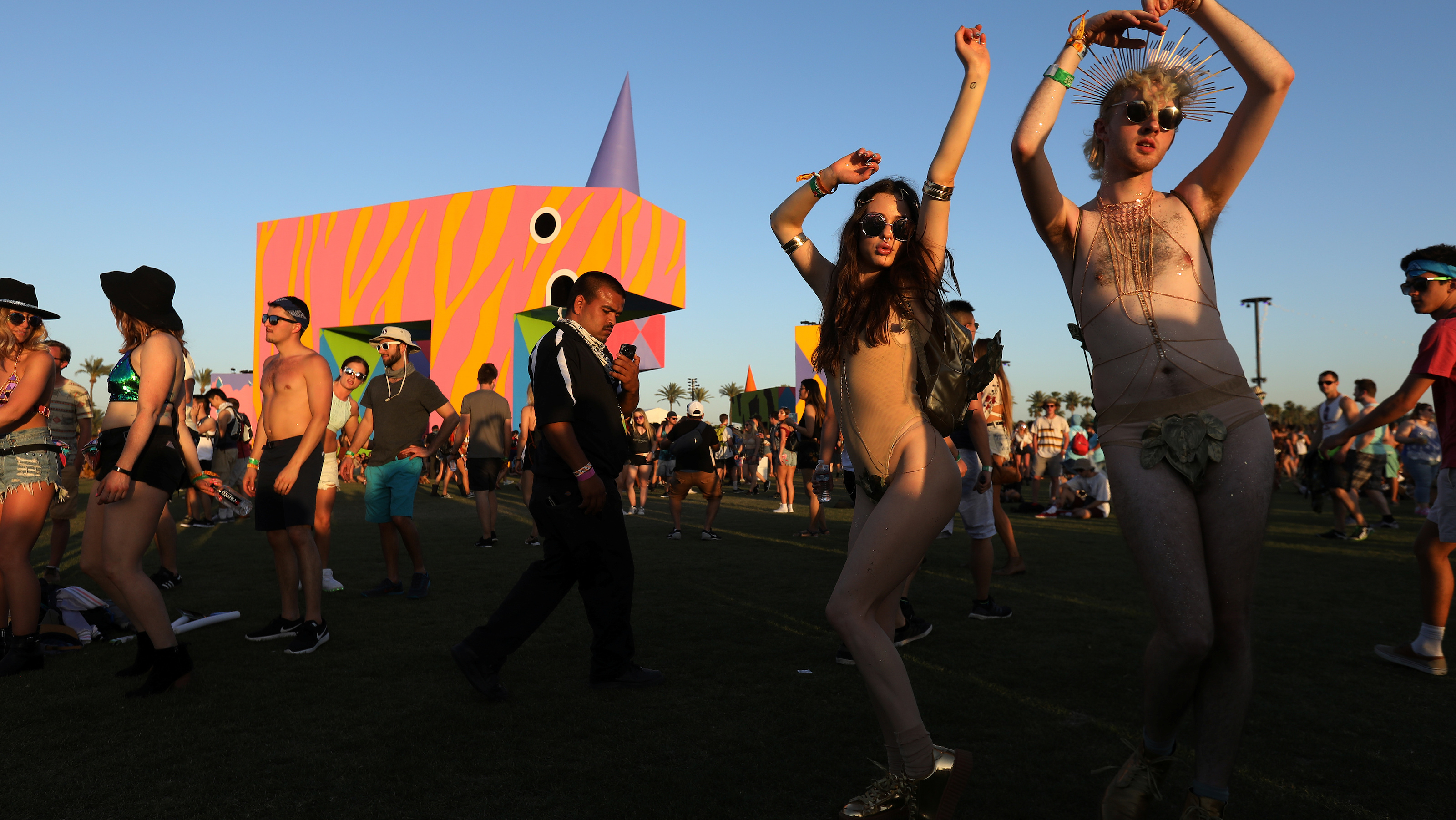 People dance on the opening day of the Coachella Valley Music and Arts Festival in Indio, California, U.S. April 14, 2017.   REUTERS/Carlo Allegri - RTS12DN4