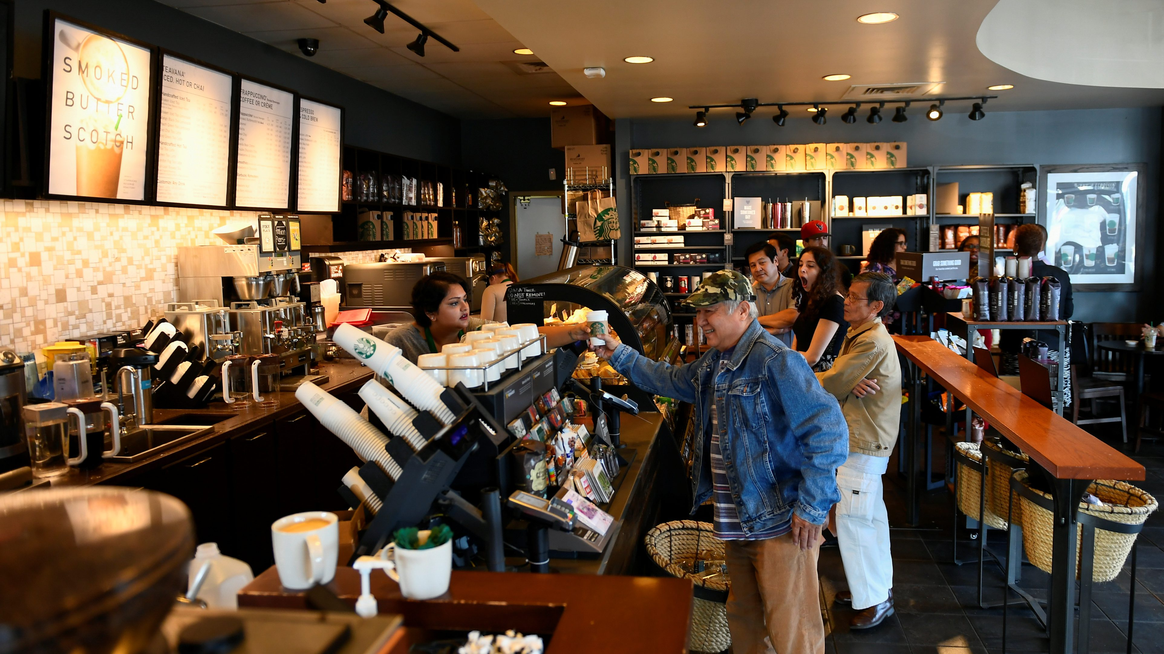 Customers stand in line at a Starbucks coffeehouse in Austin, Texas, U.S., February 11, 2017. Picture taken February 11, 2017.  RTSY89J