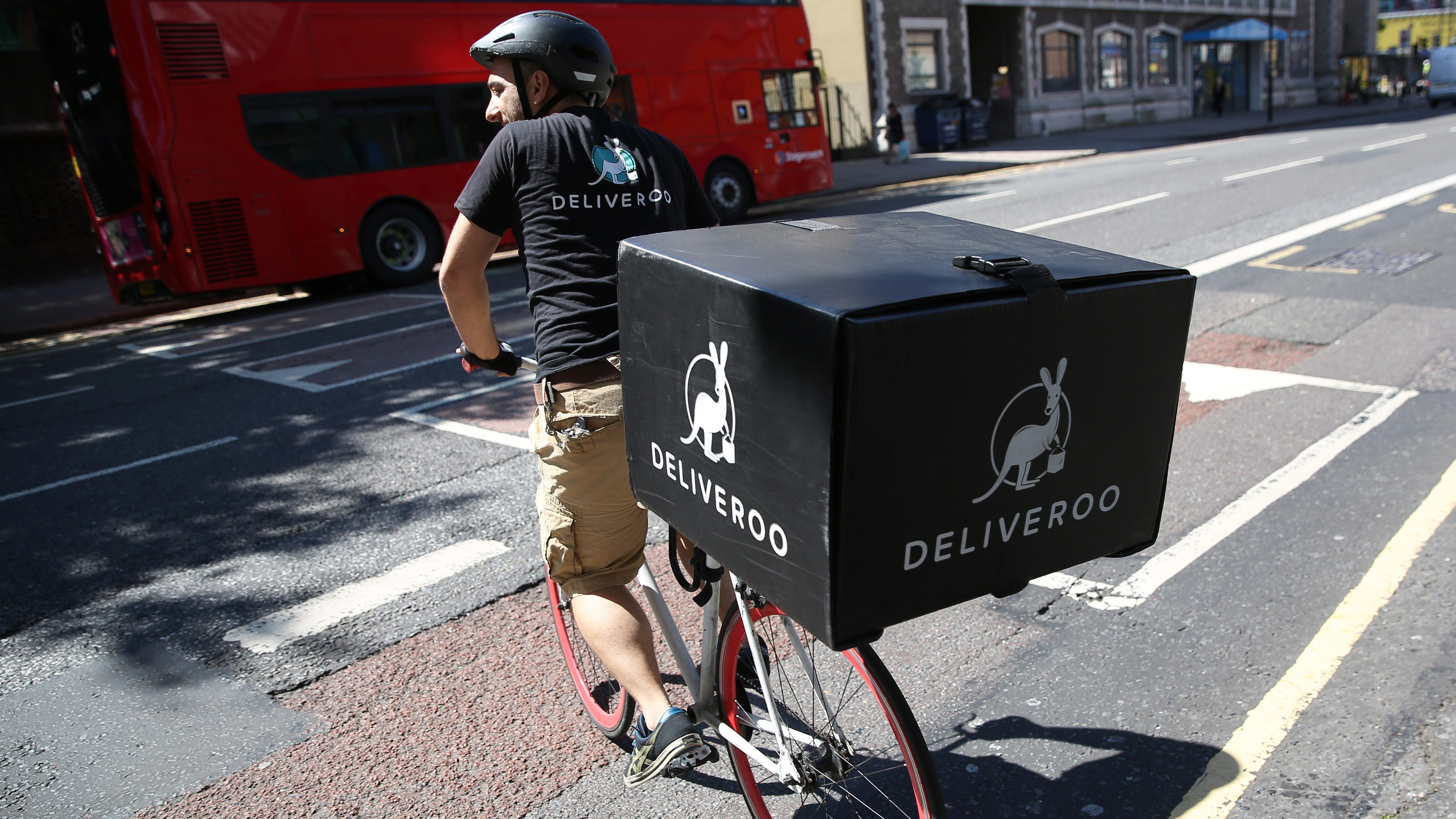 A Deliveroo worker rides his bicycle as he makes a delivery in London, Britain August 15, 2016. REUTERS/Neil Hall  - RTX2KXWH