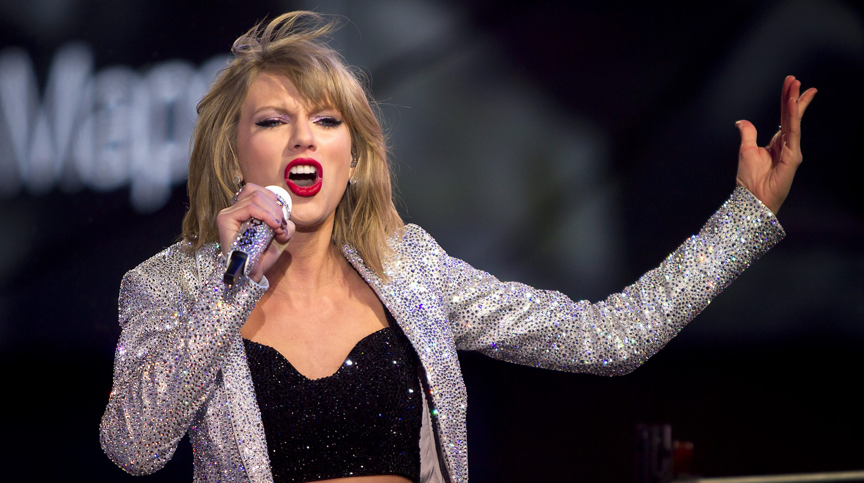 Taylor Swift performs in Times Square on New Year's Eve in New York, New York, U.S. December 31, 2014.