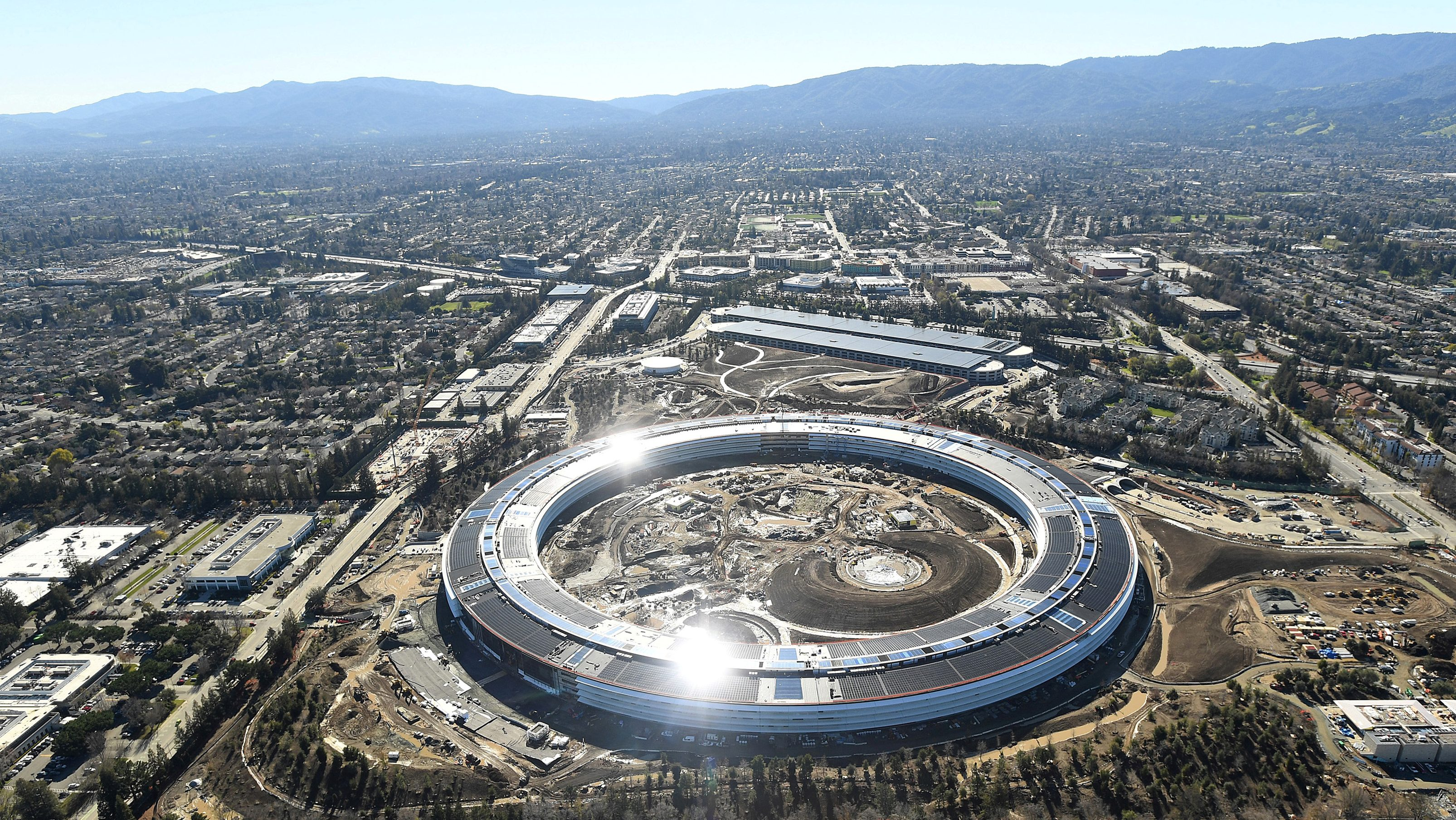 The Apple Campus 2 is seen under construction in Cupertino, California in this aerial photo taken January 13, 2017. REUTERS/Noah Berger - RTX2ZXKG