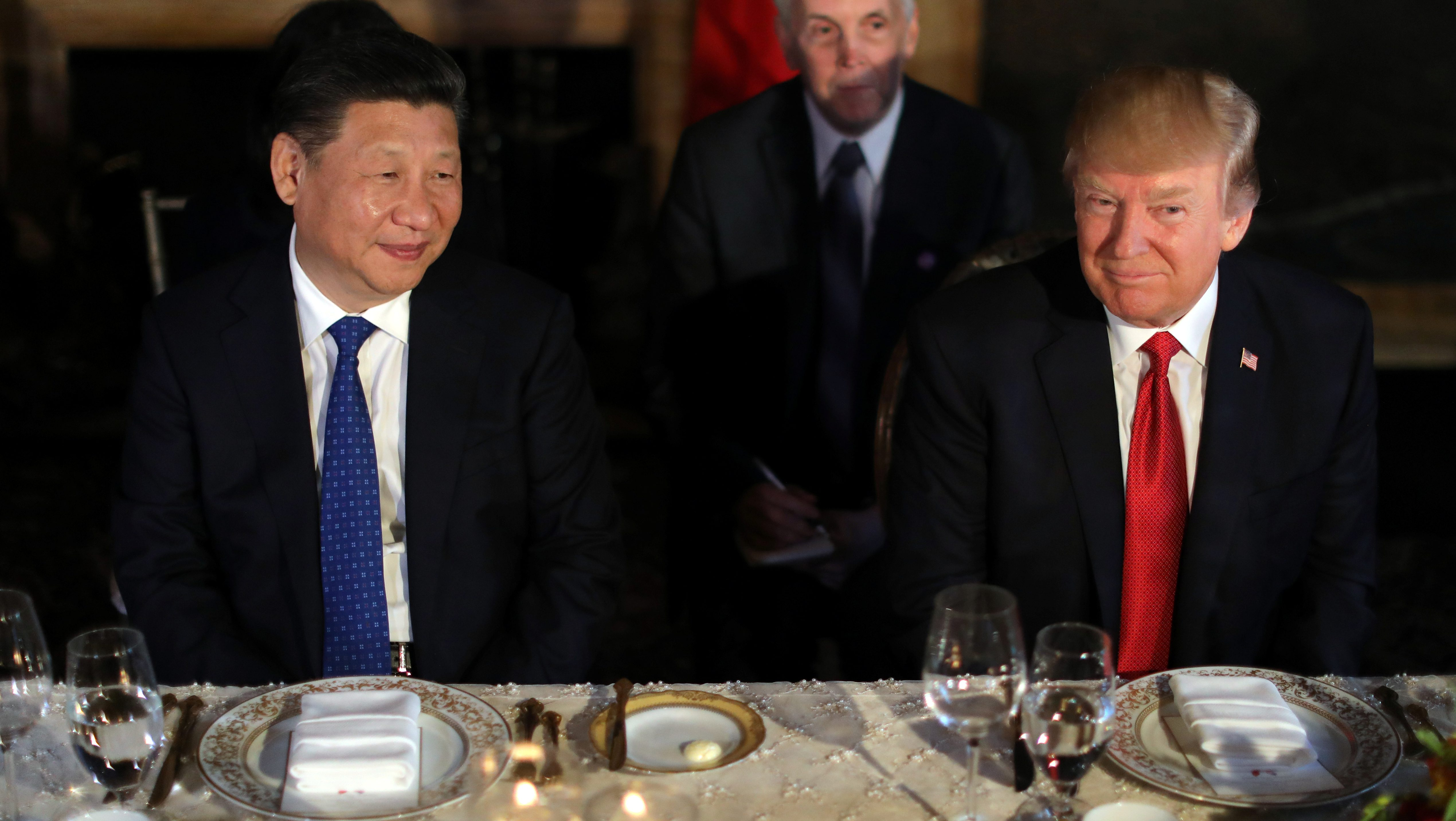 Chinese President Xi Jinping and U.S. President Donald Trump attend a dinner at the start of their summit at Trump's Mar-a-Lago estate in West Palm Beach, Florida, U.S., April 6, 2017. REUTERS/Carlos Barria - RTX34GVG