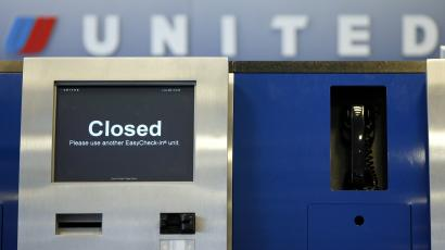 United Airlinse kiosk closed