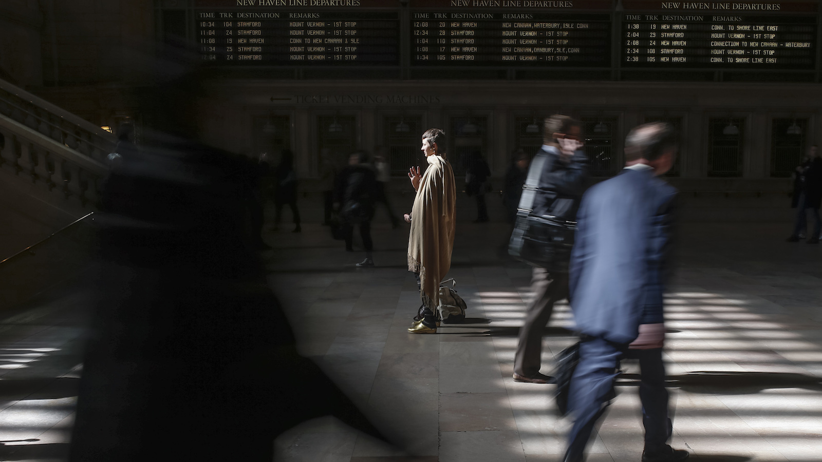 Resident Eliza Starbuck takes a moment to meditate while commuting through the main concourse of Grand Central Terminal, also known as Grand Central Station, in New York on April 3, 2014. REUTERS/Adrees Latif  (UNITED STATES - Tags: SOCIETY TRANSPORT) - RTR3JTNU