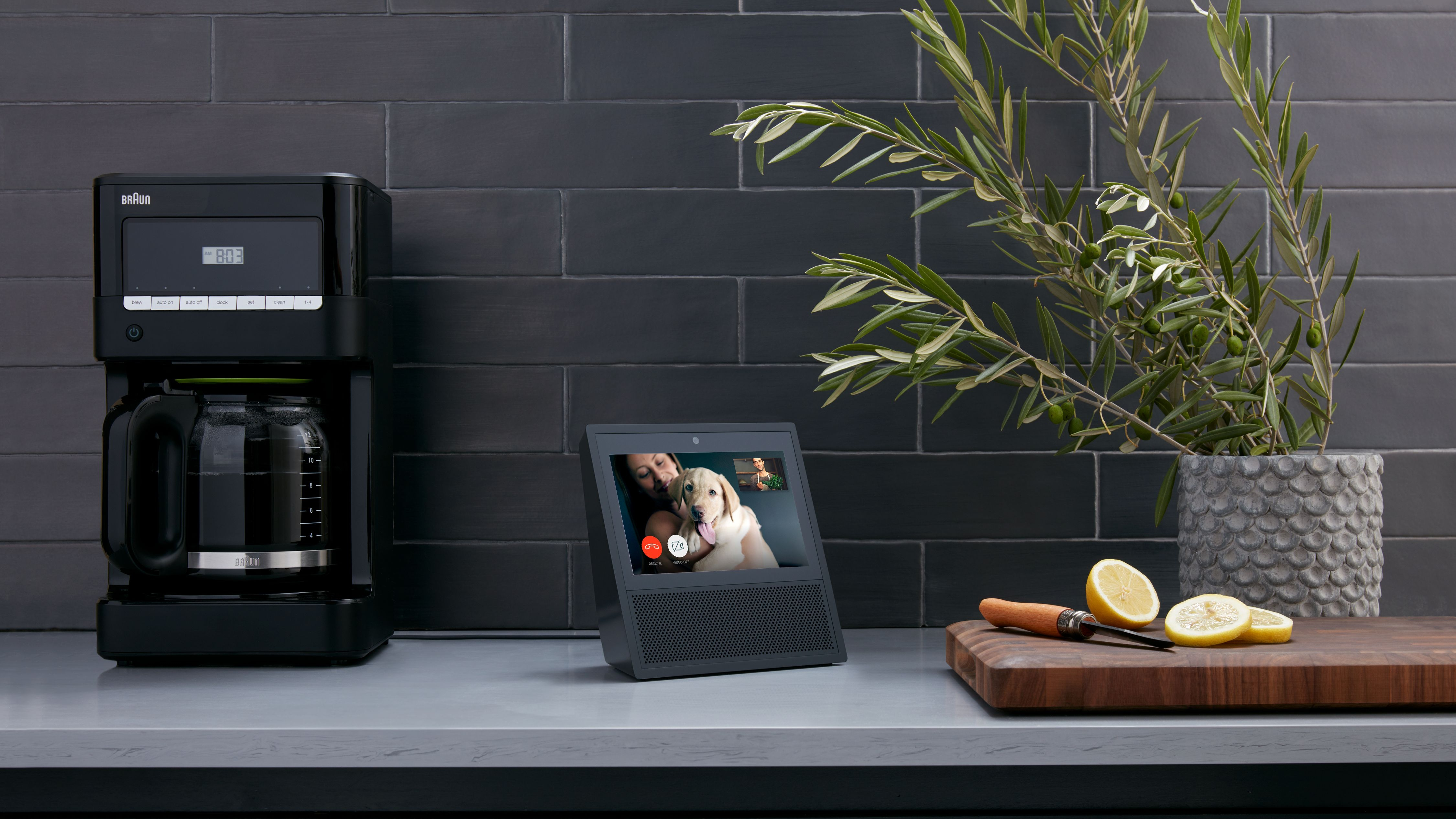 Amazon Echo Show in black amzn