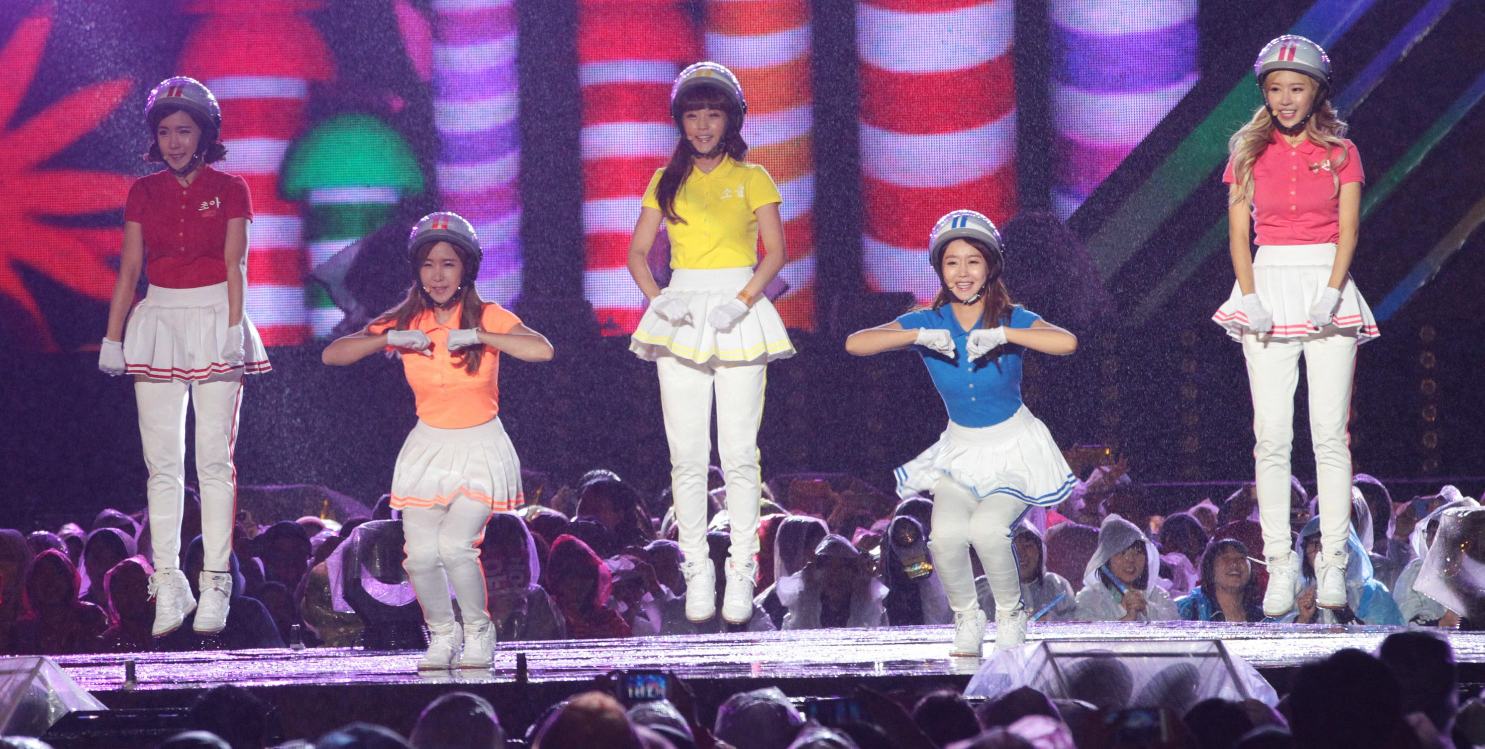 South Korean K-Pop girl group Crayon Pop performs during Hallyu Dream Concert in Gyeongju, South Korea, Sunday, Oct. 6, 2013.  The fourth annual two-day Hallyu Dream Festival is set to launch its K-pop-filled events ending Oct. 6 with some top South Korean pop acts. (AP Photo/Ahn Young-joon)