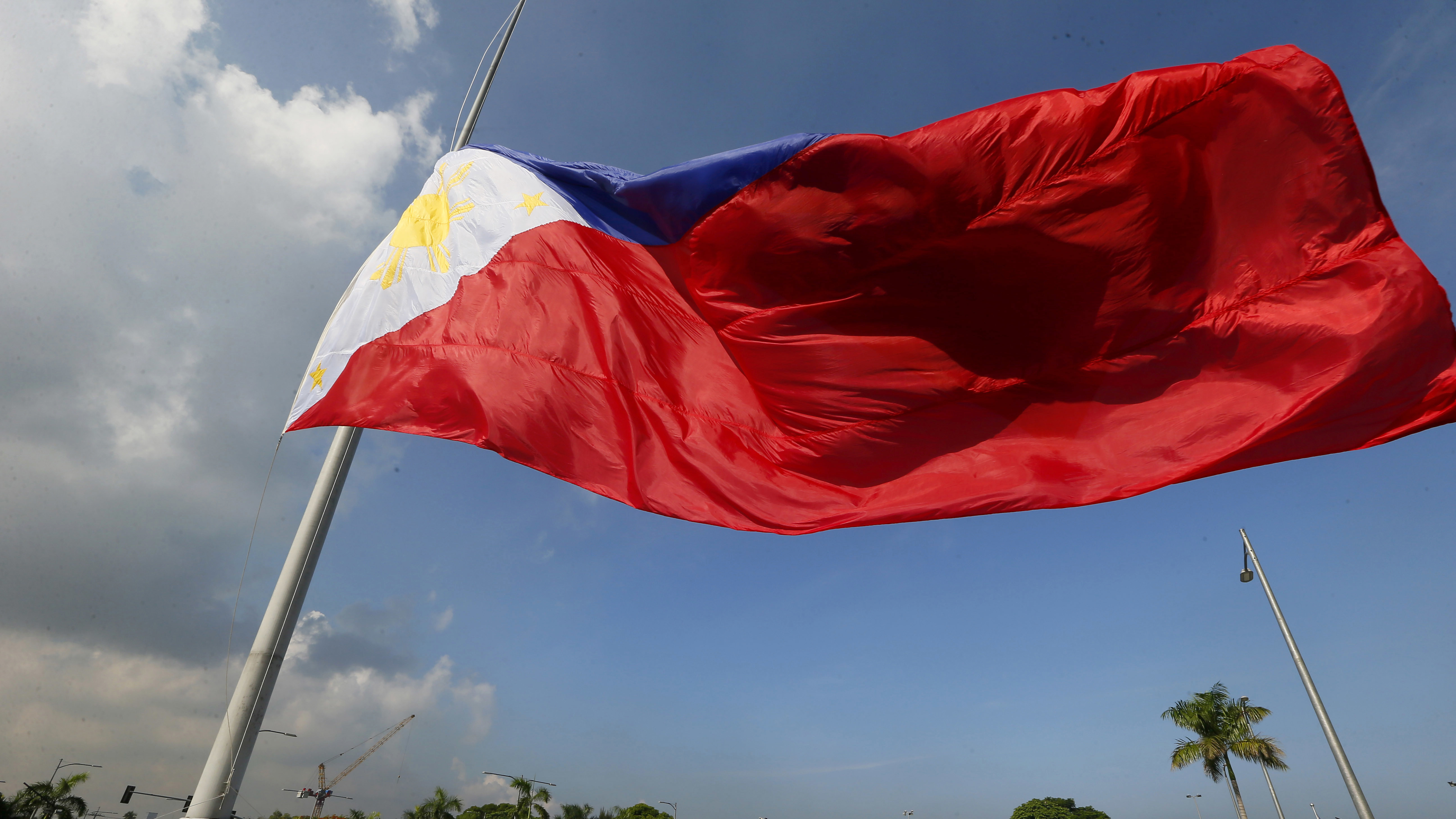 A giant Philippine flag is raised during a ceremony to celebrate the 118th Philippine Independence Day rites at the Rizal Park Sunday, June 12, 2016 in Manila, Philippines. Philippine President Benigno Aquino III led the rites for the last time as he is to relinquish his presidency to President-elect Rodrigo Duterte at the end of the month. (AP Photo/Bullit Marquez)