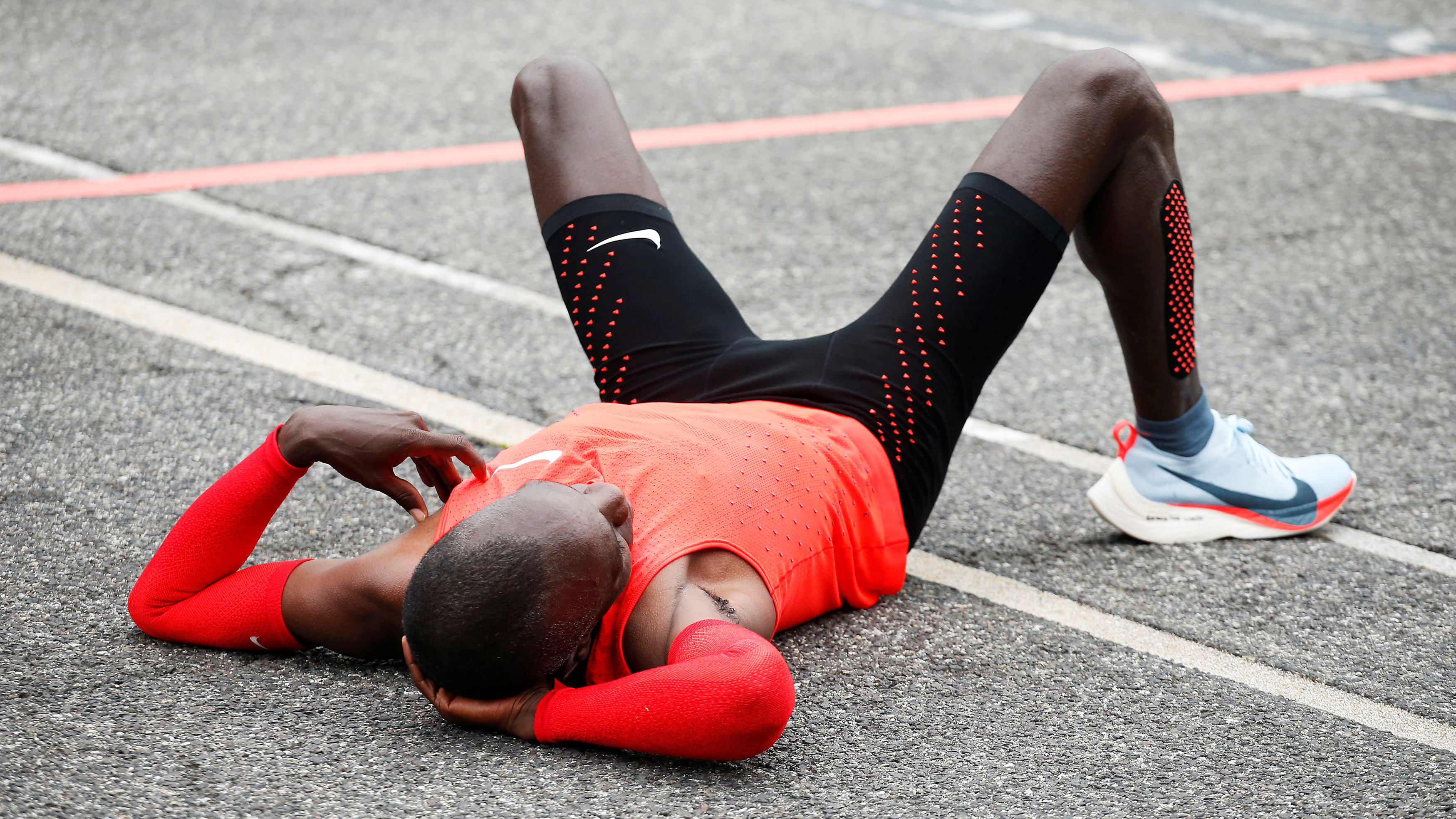 Kenyan Eliud Kipchoge reacts after crossing the finish line during an attempt to break the two-hour marathon barrier at the Monza circuit in Italy, May 6, 2017. REUTERS/Alessandro Garofalo - RTS15DUU