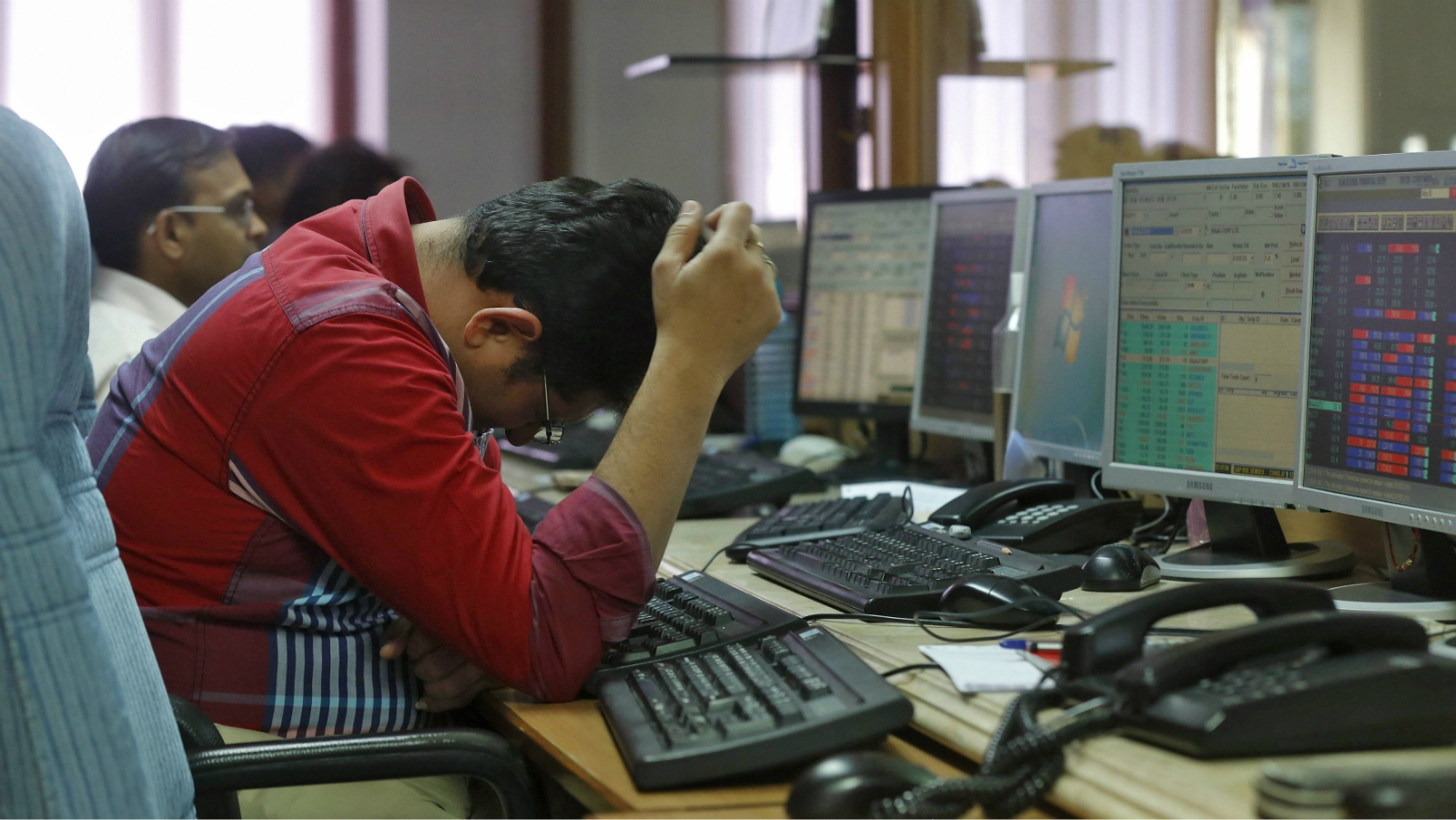 A broker reacts while trading at his computer terminal at a stock brokerage firm in Mumbai, India, February 26, 2016. Indian bonds, shares and the rupee gained on Friday after a key government report on the economy was seen as calling for fiscal prudence and stable inflation, while also acknowledging risks to the growth outlook.