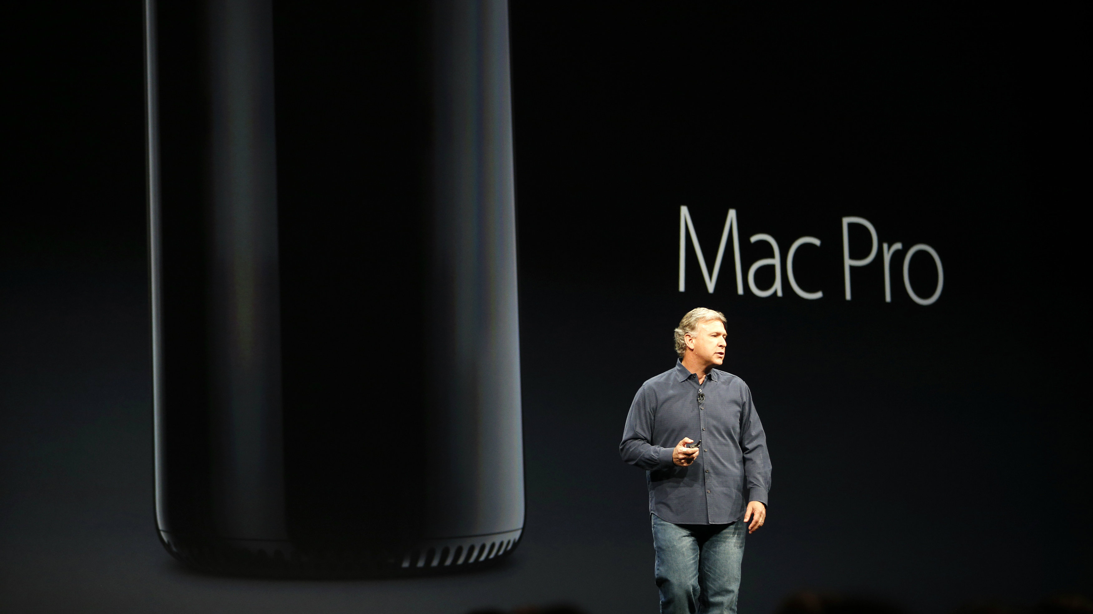 Phil Schiller, senior vice president of worldwide marketing at Apple Inc., introduces the new Mac Pro during Apple Worldwide Developers Conference (WWDC) 2013 in San Francisco, California June 10, 2013. REUTERS/Stephen Lam (UNITED STATES - Tags: BUSINESS SCIENCE TECHNOLOGY)