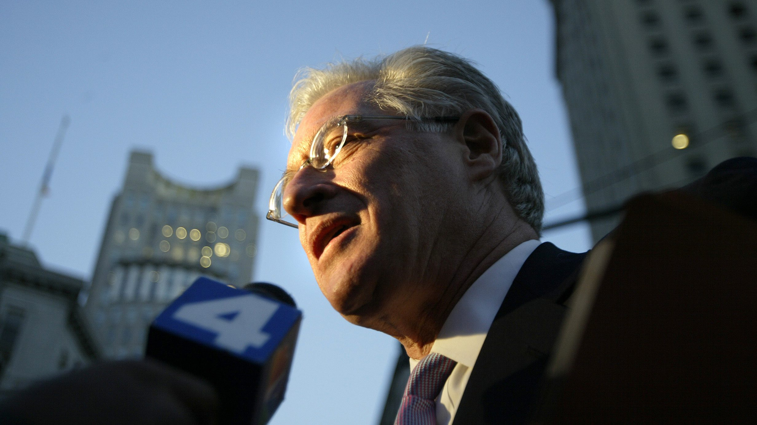 Defense attorney Marc Kasowitz speaks to reporters after a jury found the New York and New Jersey Port Authority negligent in the 1993 bombing of the World Trade Center, in New York October 26, 2005. The jury found port authorities negligent for failing to prevent the 1993 truck bombing at the World Trade Center, possibly triggering a raft of new lawsuits and millions of dollars in damages. Islamist militants exploded the truck bomb in an underground parking garage of the twin towers on Feb. 26, 1993, killing six people and wounding more than 1,000. REUTERS/Keith Bedford - RTR1A6VO