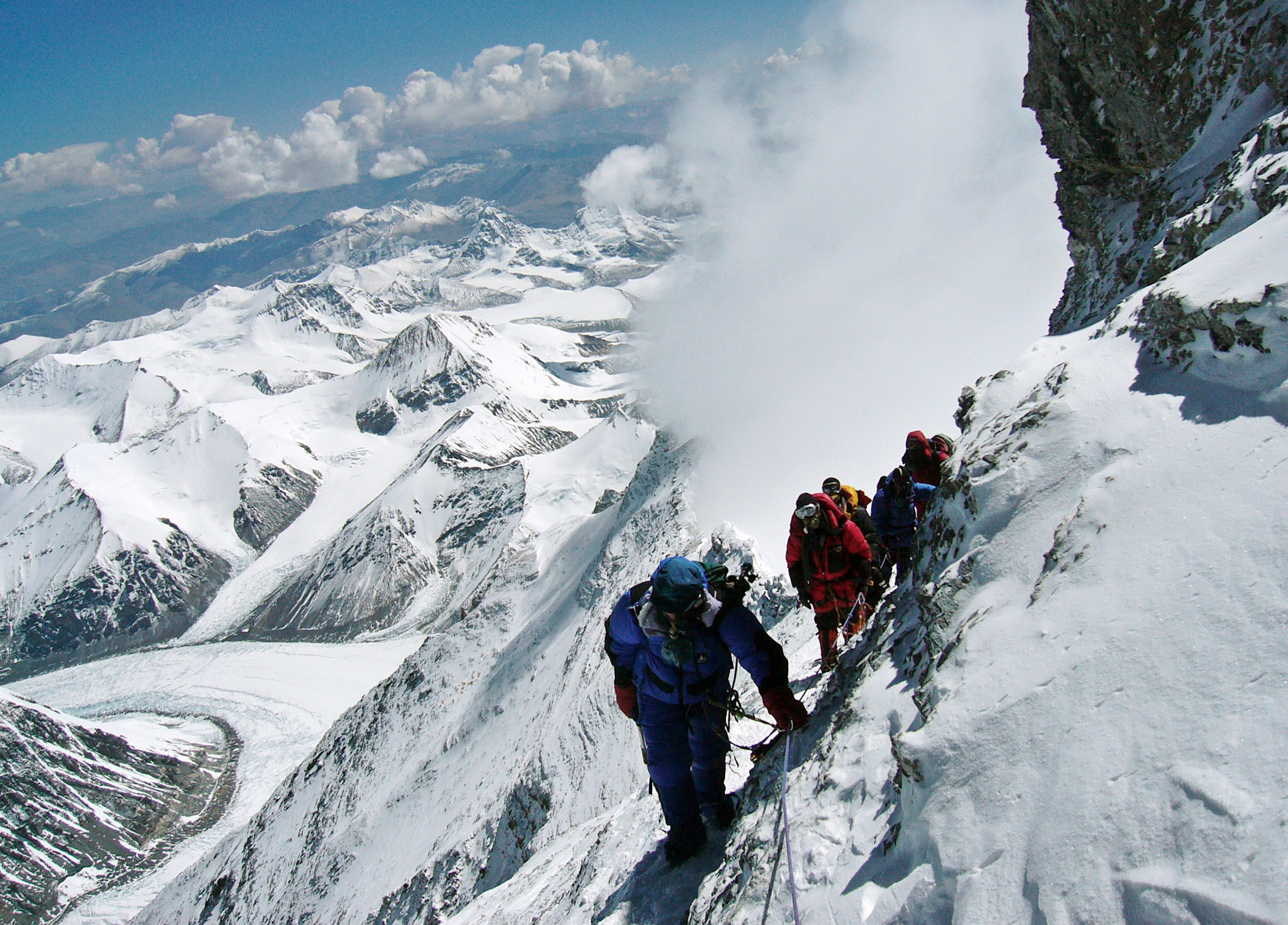 Japanese mountaineer Takako Arayama, 70, leads other climbers on the way to the top of Mount Everest May 17, 2006. Arayama is the oldest person to scale the world's highest peak from the Tibetan side. Picture taken May 17, 2006.  REUTERS/Stringer - RTR1DNND