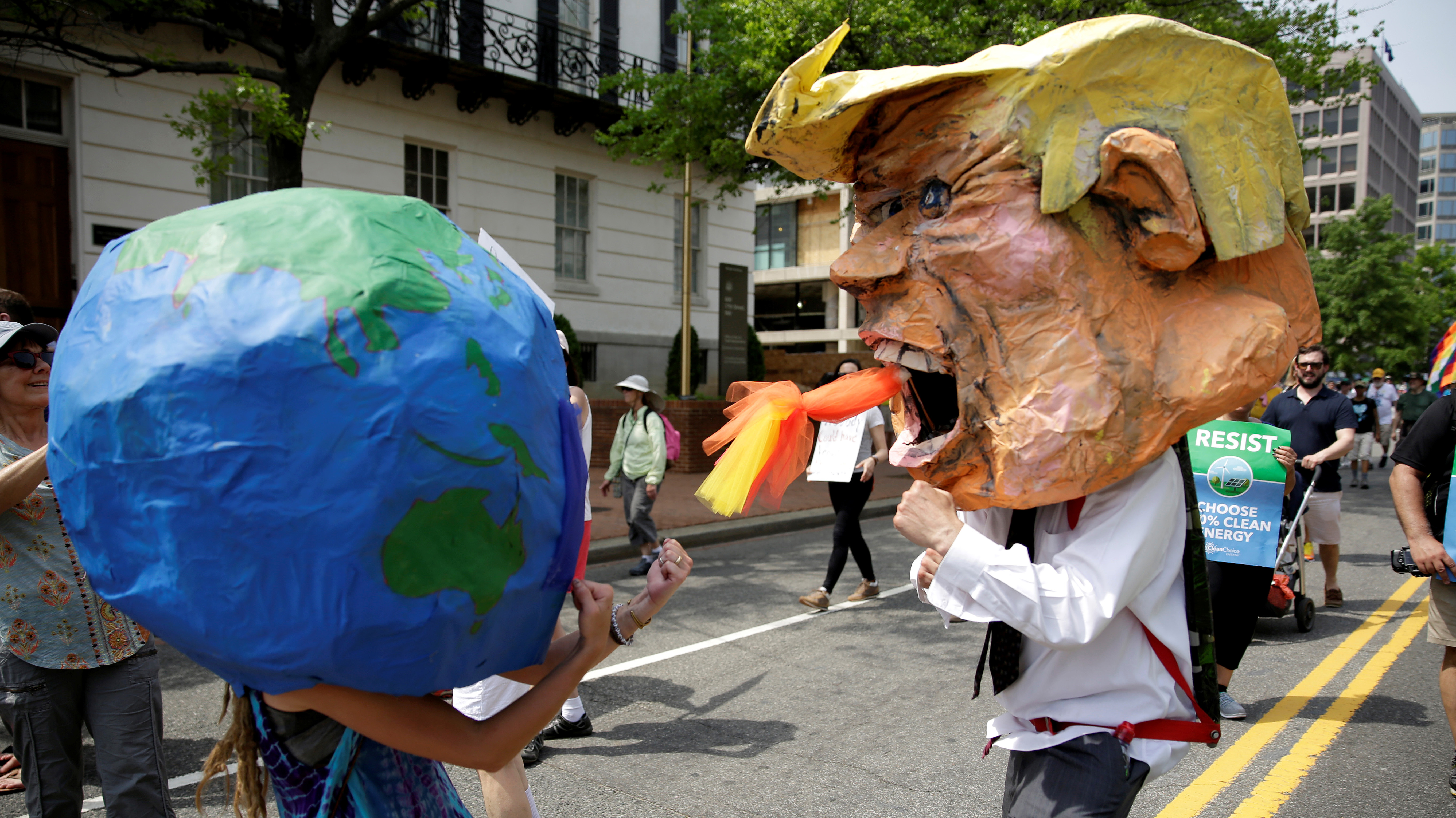 Protesters dressed as the earth and U.S. President Donald Trump pretend to fight during the Peoples Climate March near the White House in Washington, U.S., April 29, 2017.      REUTERS/Joshua Roberts - RTS14HJH