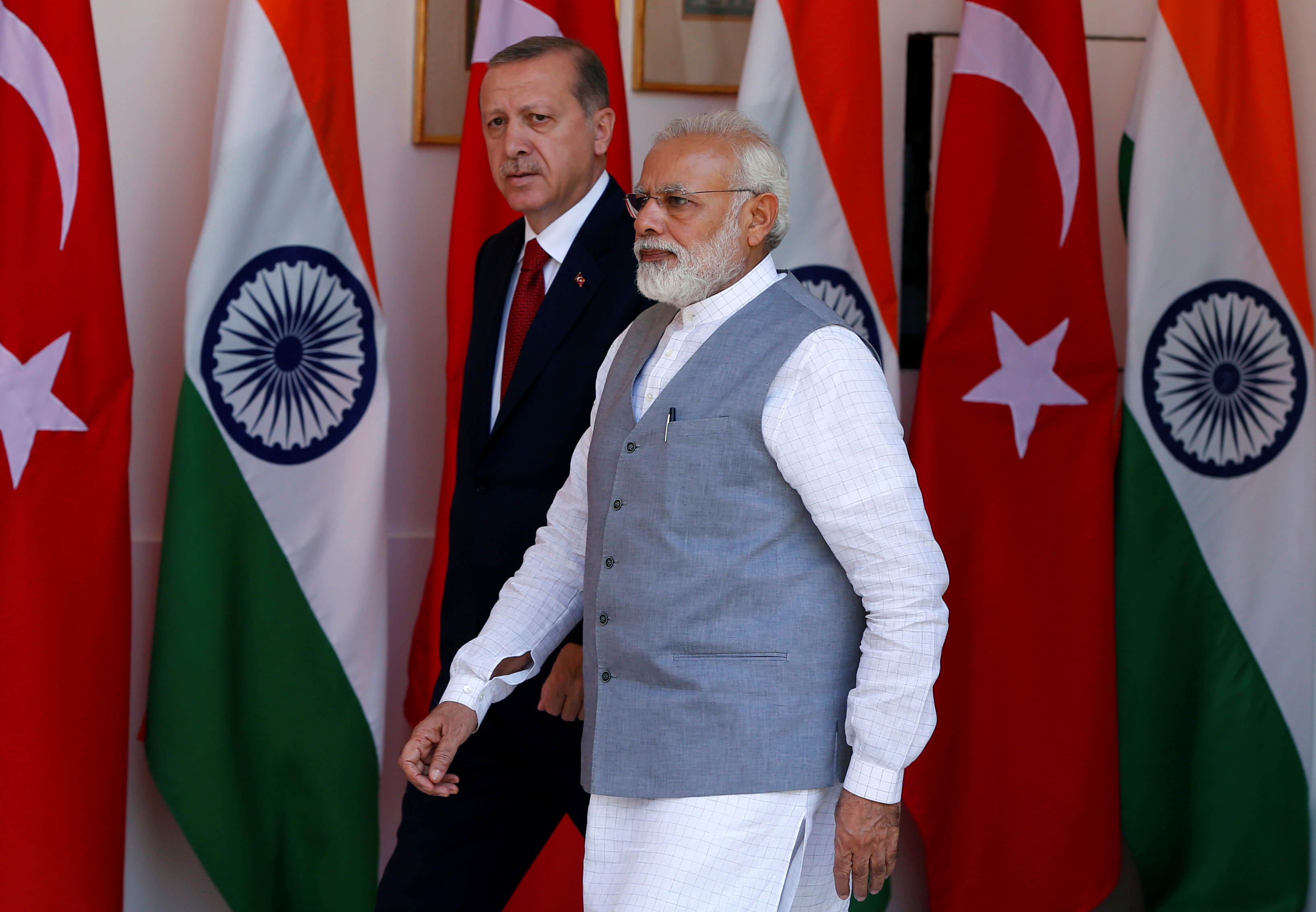 Turkish President Tayyip Erdogan (L) and India's Prime Minister Narendra Modi arrive for a photo opportunity ahead of their meeting at Hyderabad House in New Delhi, India, May 1, 2017.