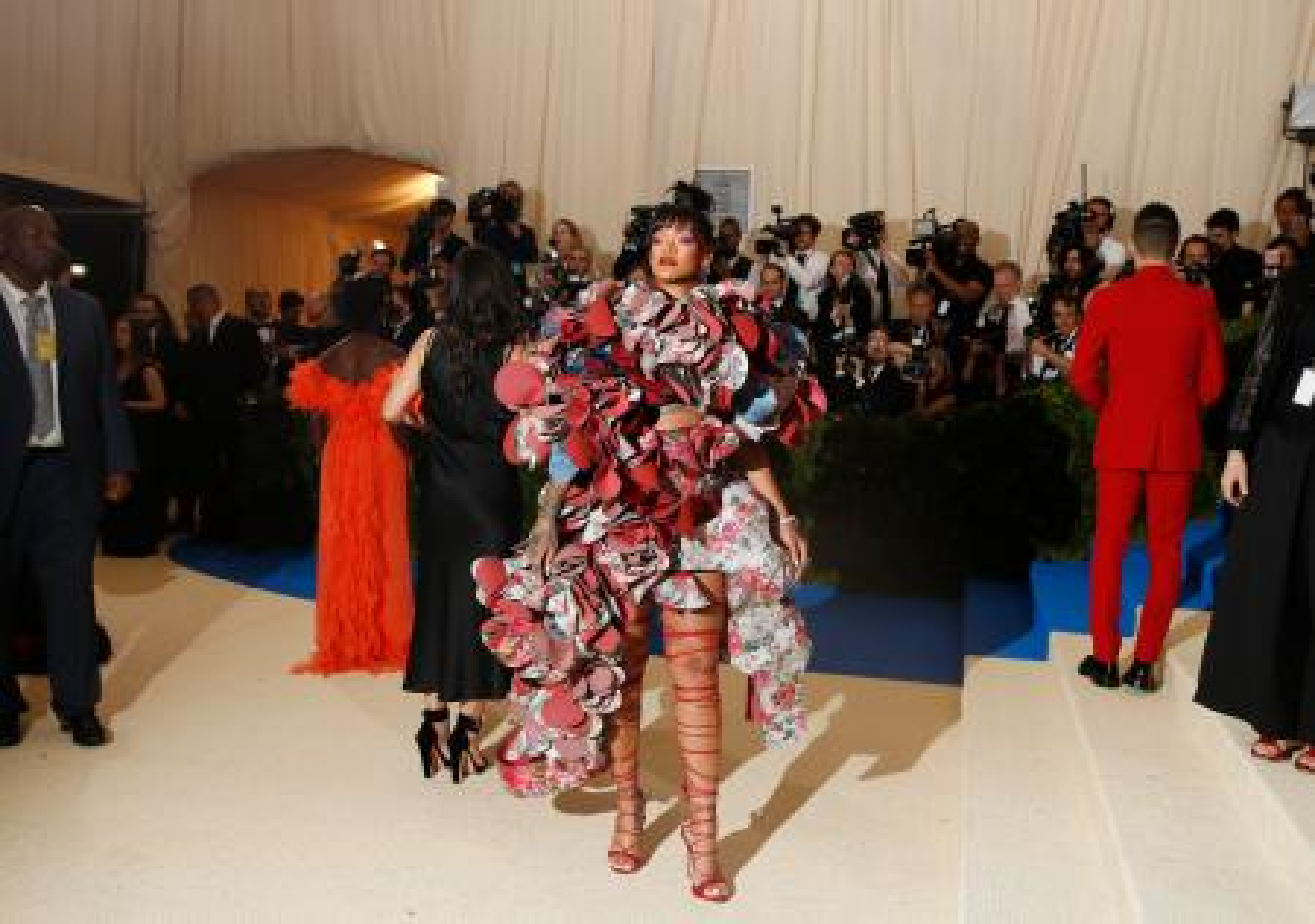 Metropolitan Museum of Art Costume Institute Gala - Rei Kawakubo/Comme des Garcons: Art of the In-Between - Arrivals - New York City, U.S. - 01/05/17 - Rihanna. REUTERS/Carlo Allegri - RTS14PUP