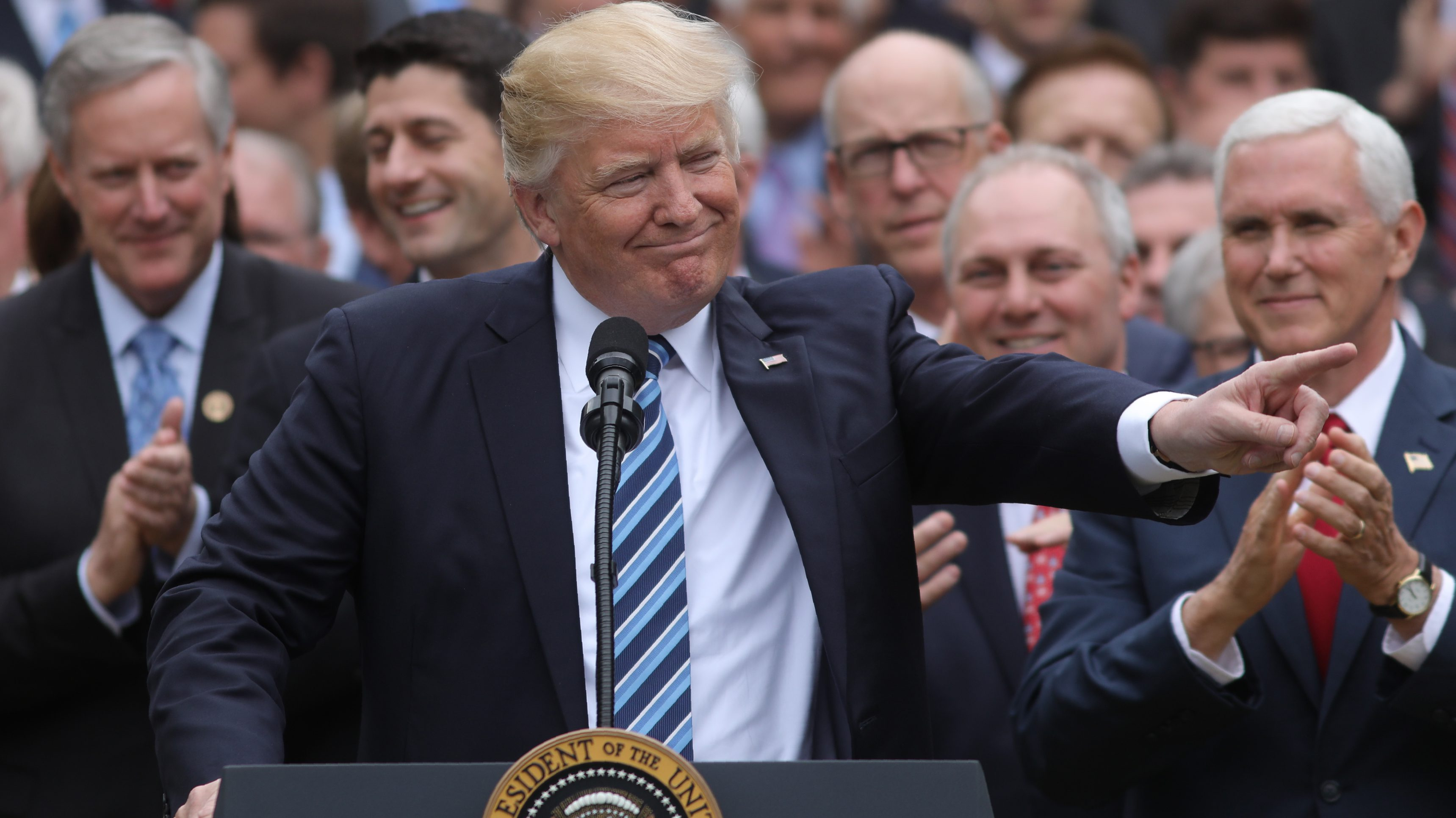 U.S. President Donald Trump (C) gathers with Vice President Mike Pence (R) and Congressional Republicans in the Rose Garden of the White House after the House of Representatives approved the American Healthcare Act, to repeal major parts of Obamacare and replace it with the Republican healthcare plan, in Washington, U.S., May 4, 2017. REUTERS/Carlos Barria - RTS157HN