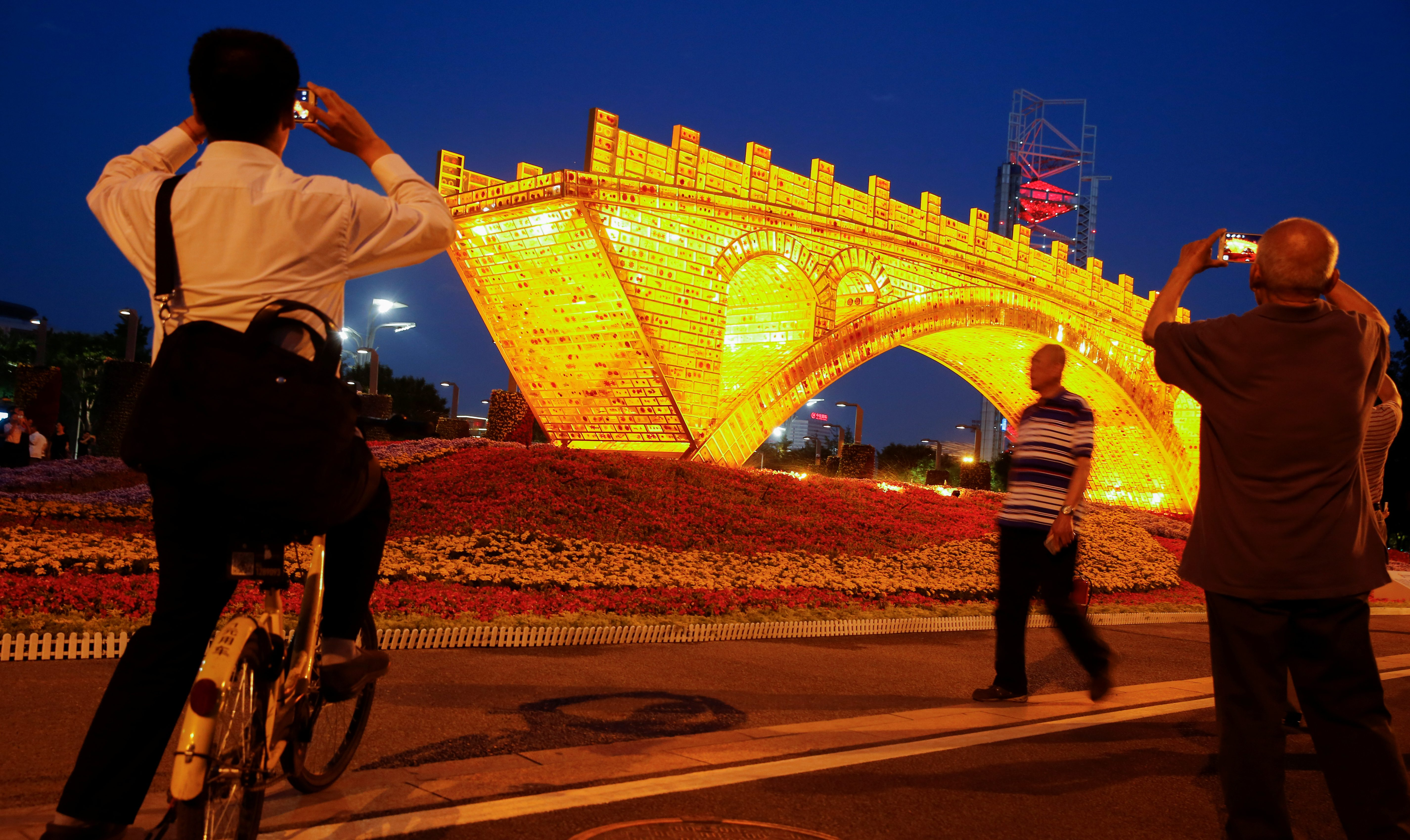 """""""Golden Bridge on Silk Road"""" installation by Shu Yong ahead of the Belt and Road Forum in Beijing"""