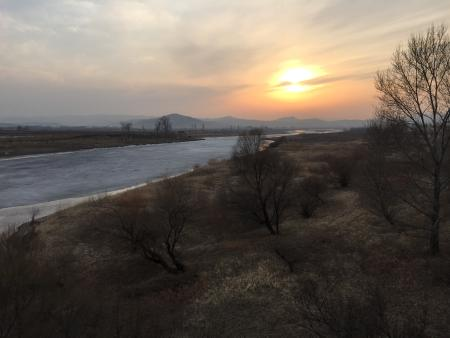 The frozen Tumen river separating North Korea (L) from China is seen in this photo taken from the Chinese border city of Hunchun, China, March 18, 2015. It's much more dangerous, and twice as expensive, to defect from North Korea since Kim Jong Un took power in Pyongyang three and a half years ago, refugees and experts say, and far fewer people are escaping from the repressive and impoverished country. With barbed-wire fencing erected on both sides of the Tumen River that marks the border with China, more guard posts and closer monitoring of cross-border phone calls, the number of North Koreans coming annually to the South via China has halved since 2011. Picture taken on March 18, 2015.