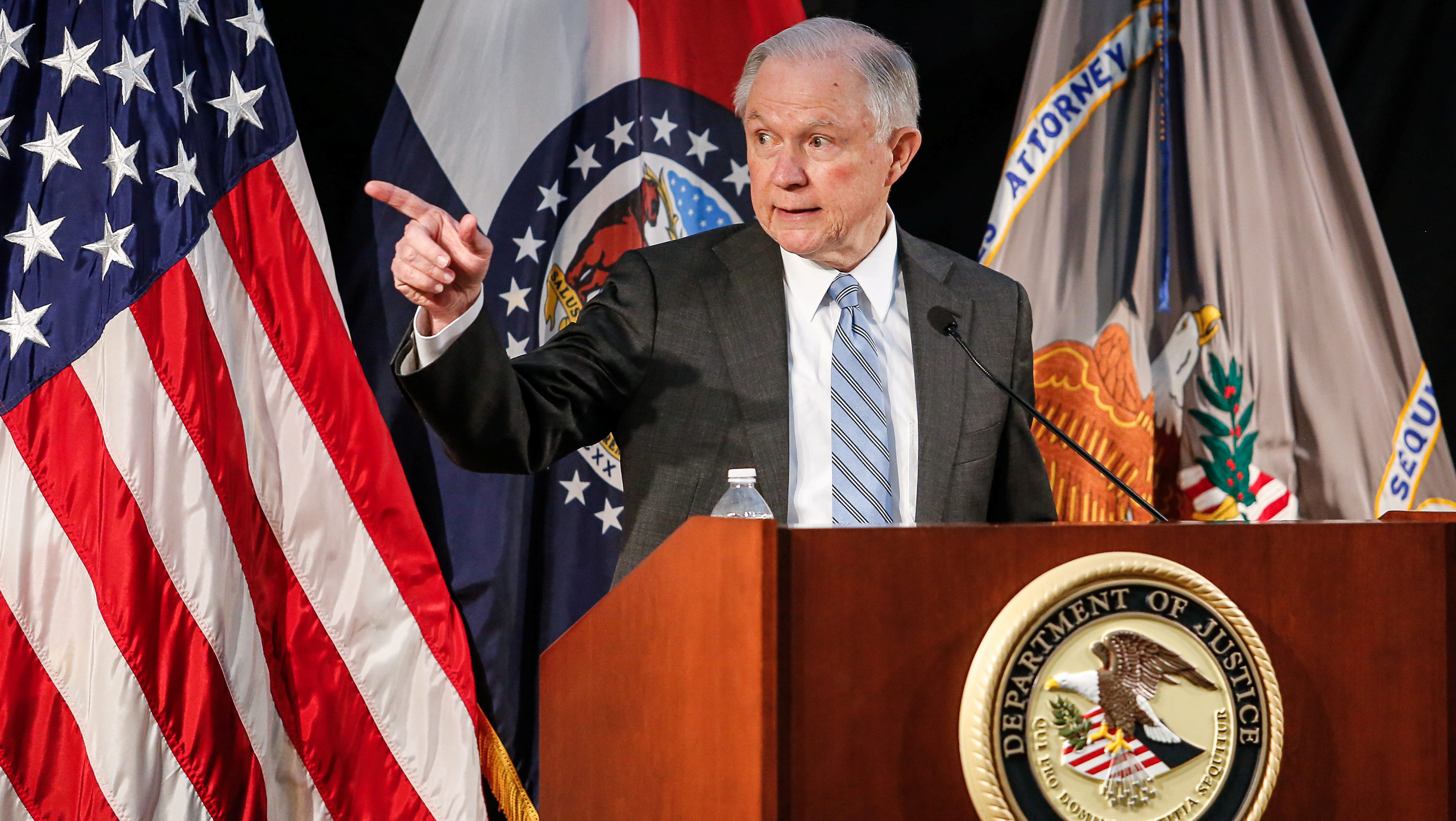 U.S. Attorney General Jeff Sessions speaks to law enforcement officers at the Thomas Eagleton U.S. Courthouse in St. Louis Missouri, U.S. March 31, 2017.  REUTERS/Lawrence Bryant - RTX33LAI