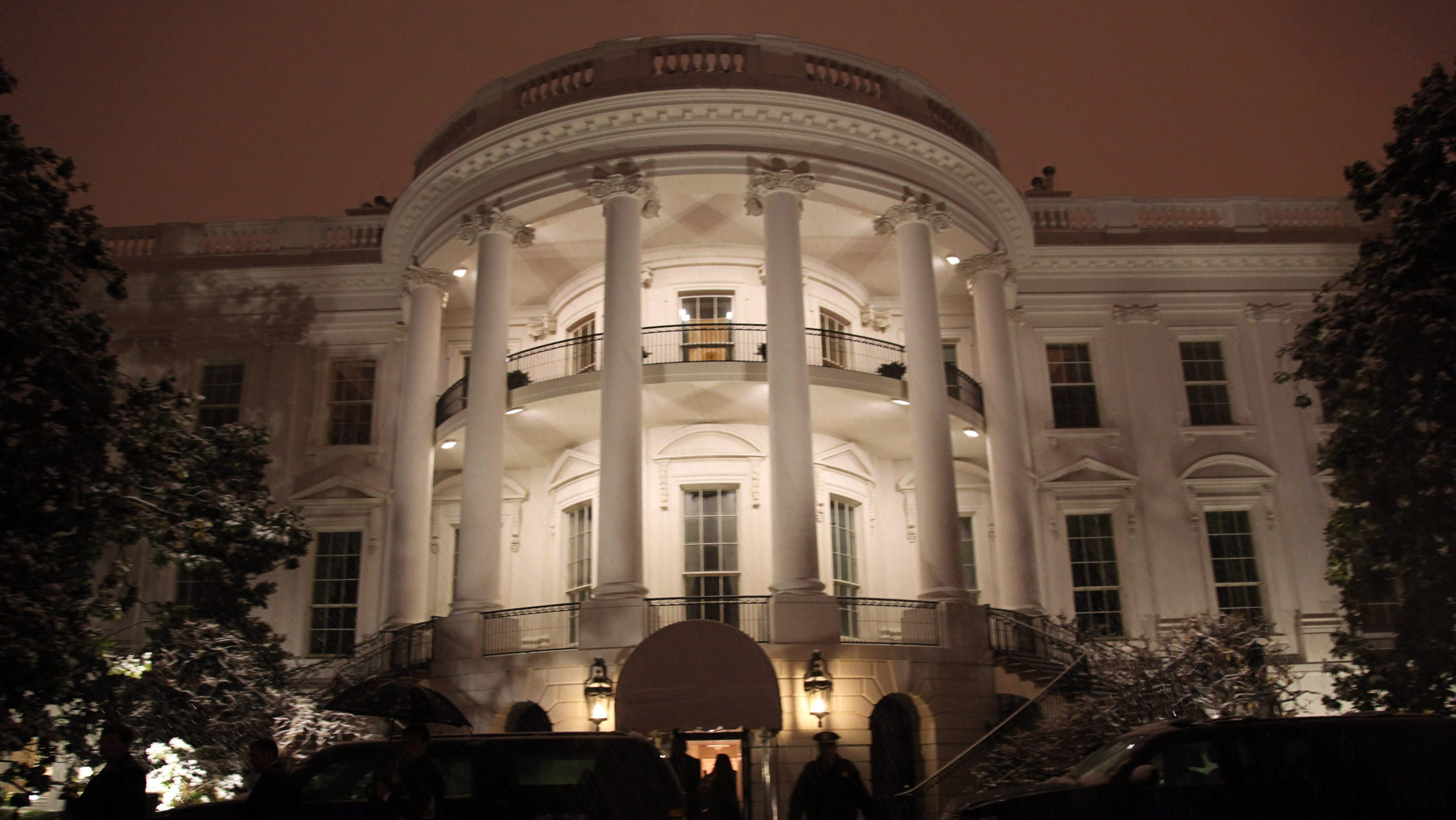 Presidential SUVs are pictured outside the White House in Washington January 26, 2011, after U.S. President Barack Obama's motorcade returned from Andrews Air Force Base. Obama's motorcade was forced to negotiate multiple traffic accidents and heavy snow from Andrews Air Force Base back to the White House as a snow storm hit Washington and forced the grounding of Marine One.     REUTERS/Jason Reed   (UNITED STATES - Tags: POLITICS TRANSPORT ENVIRONMENT) - RTXX4H4